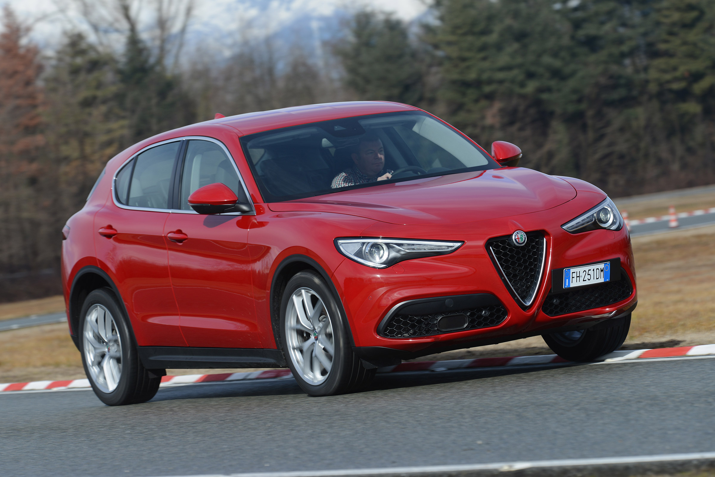 2017 Alfa Romeo Stelvio Red Metallic (Photo 17 of 23)