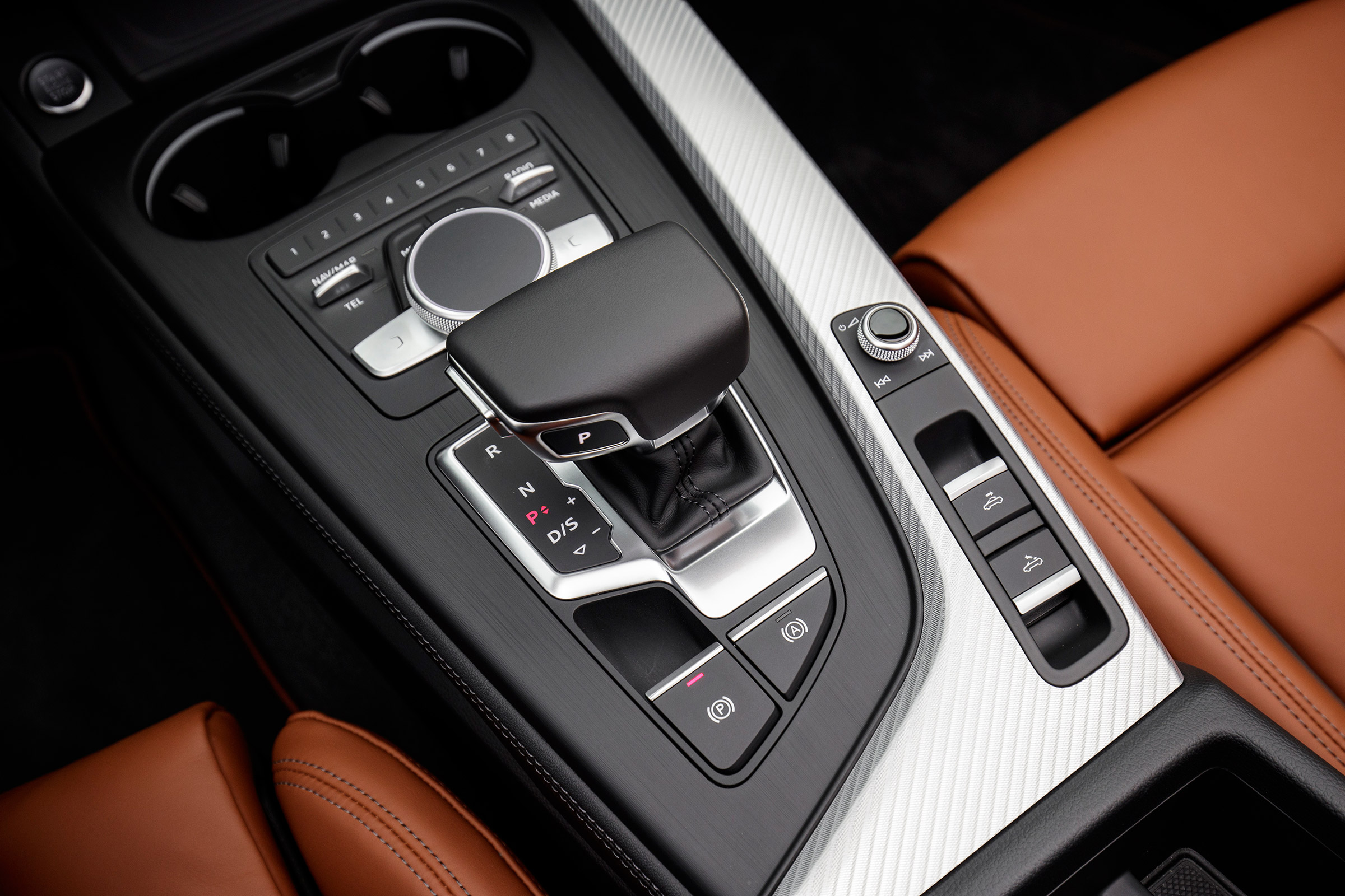 2017 Audi A5 Cabriolet Interior View Gear Shifter And Center Console (Photo 13 of 18)