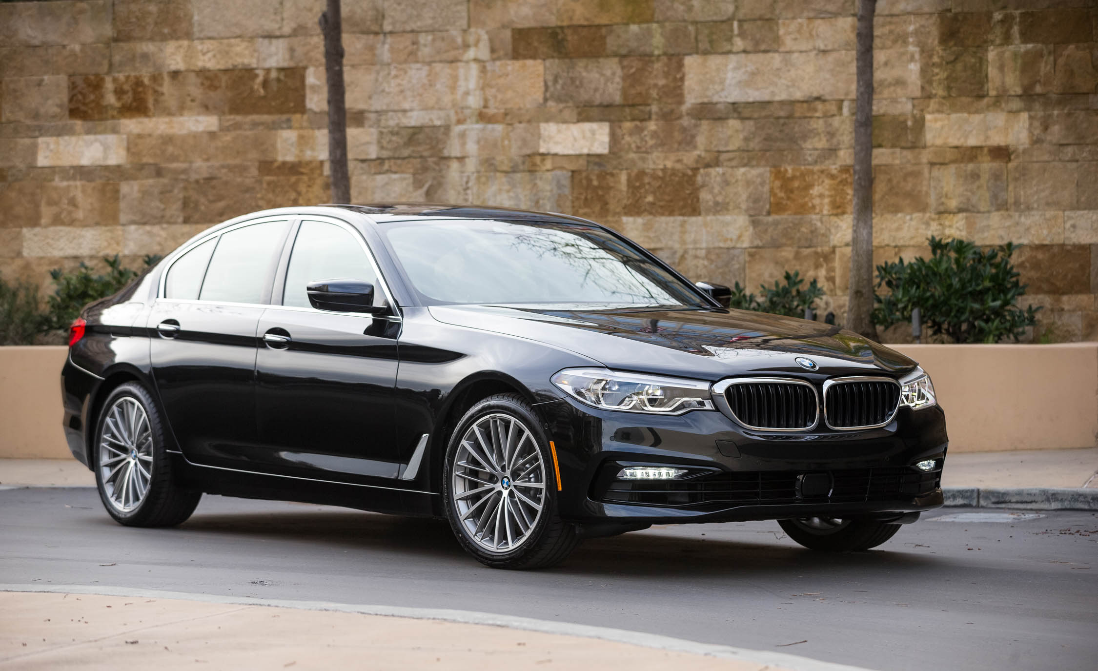 2017 BMW 530i (View 5 of 46)