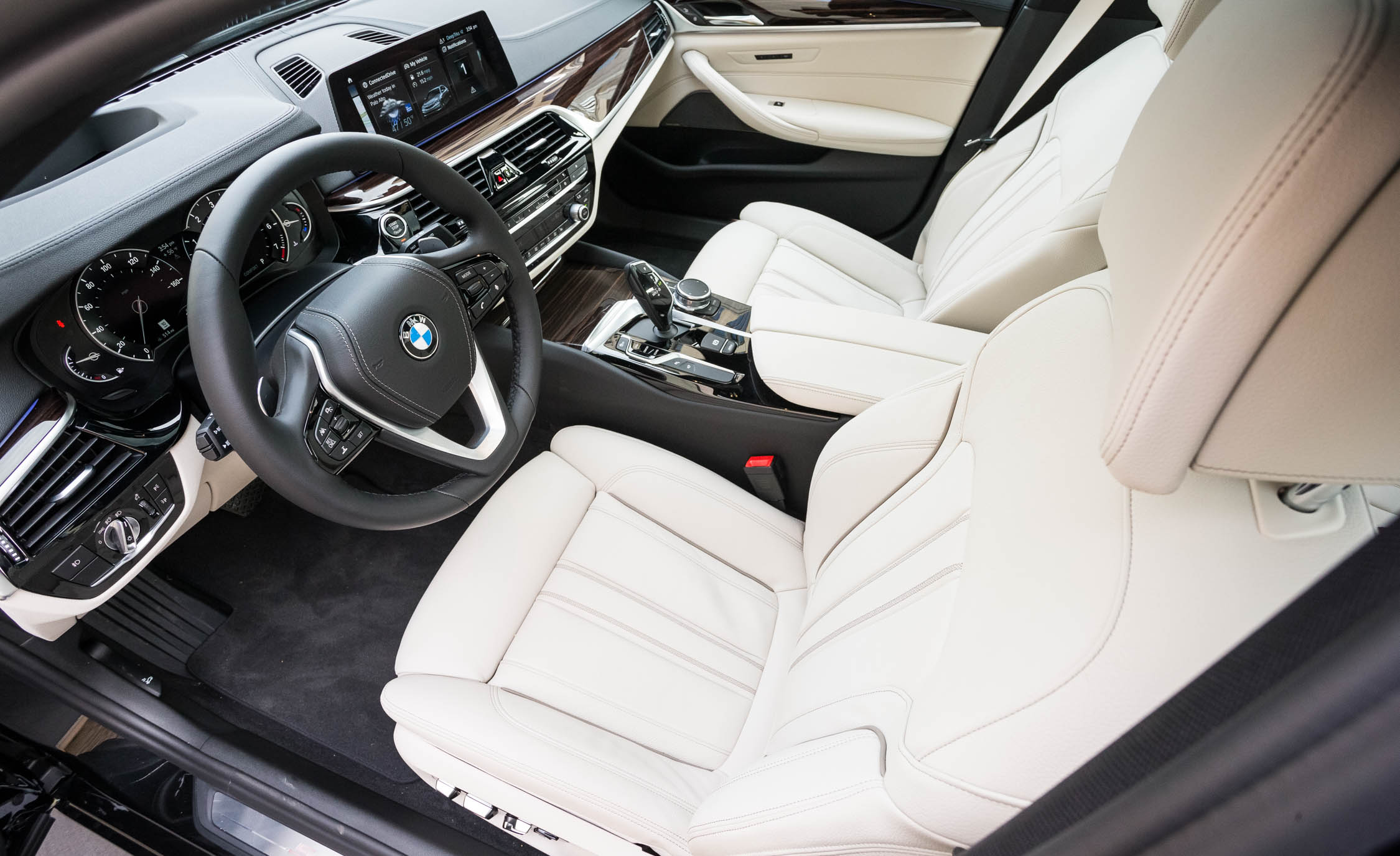 2017 BMW 530i (View 6 of 46)