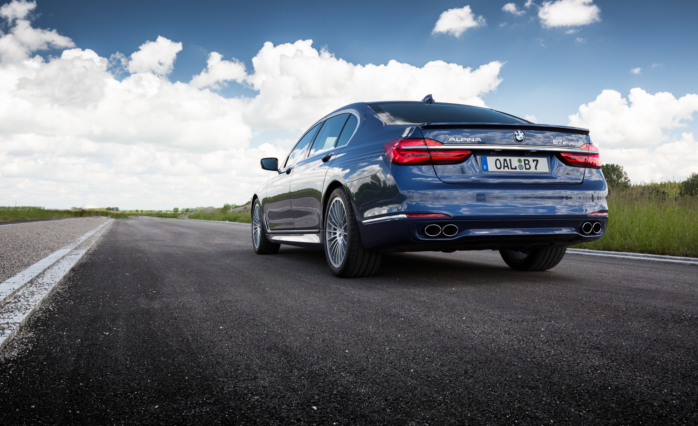 2017 BMW Alpina B7 Exterior Rear View (Photo 8 of 45)