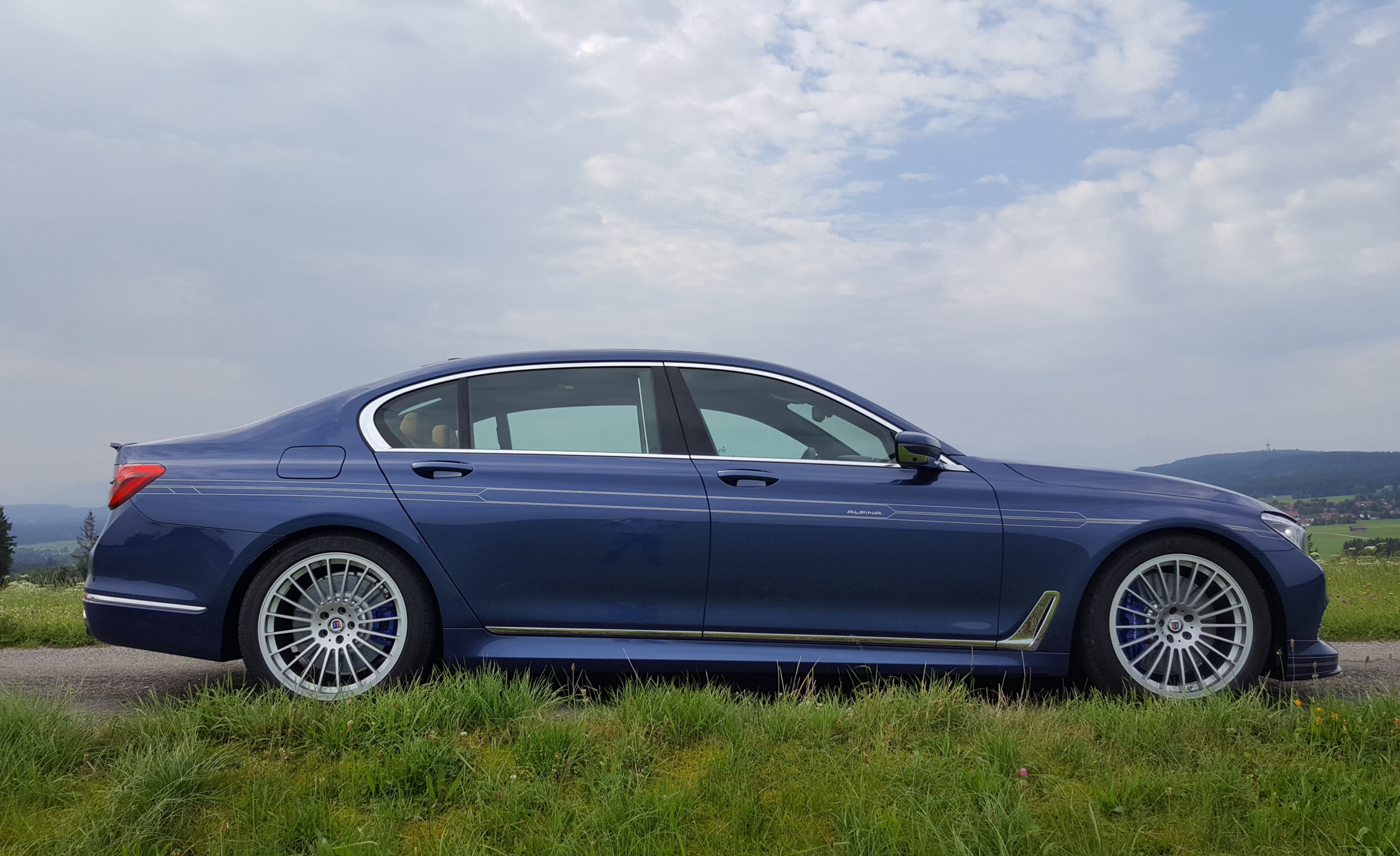 2017 BMW Alpina B7 Exterior Side Profile (Photo 11 of 45)