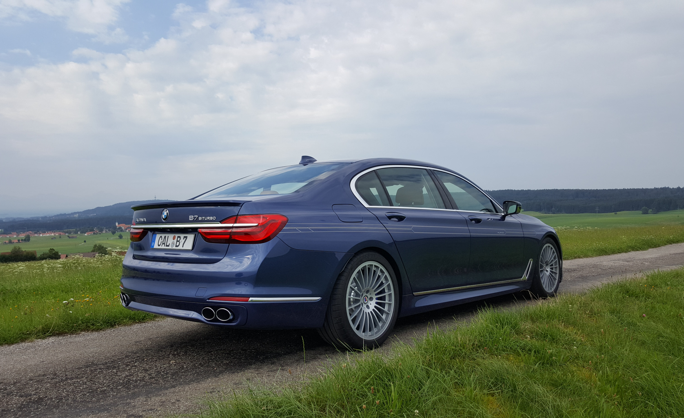 2017 BMW Alpina B7 Exterior Side (Photo 9 of 45)