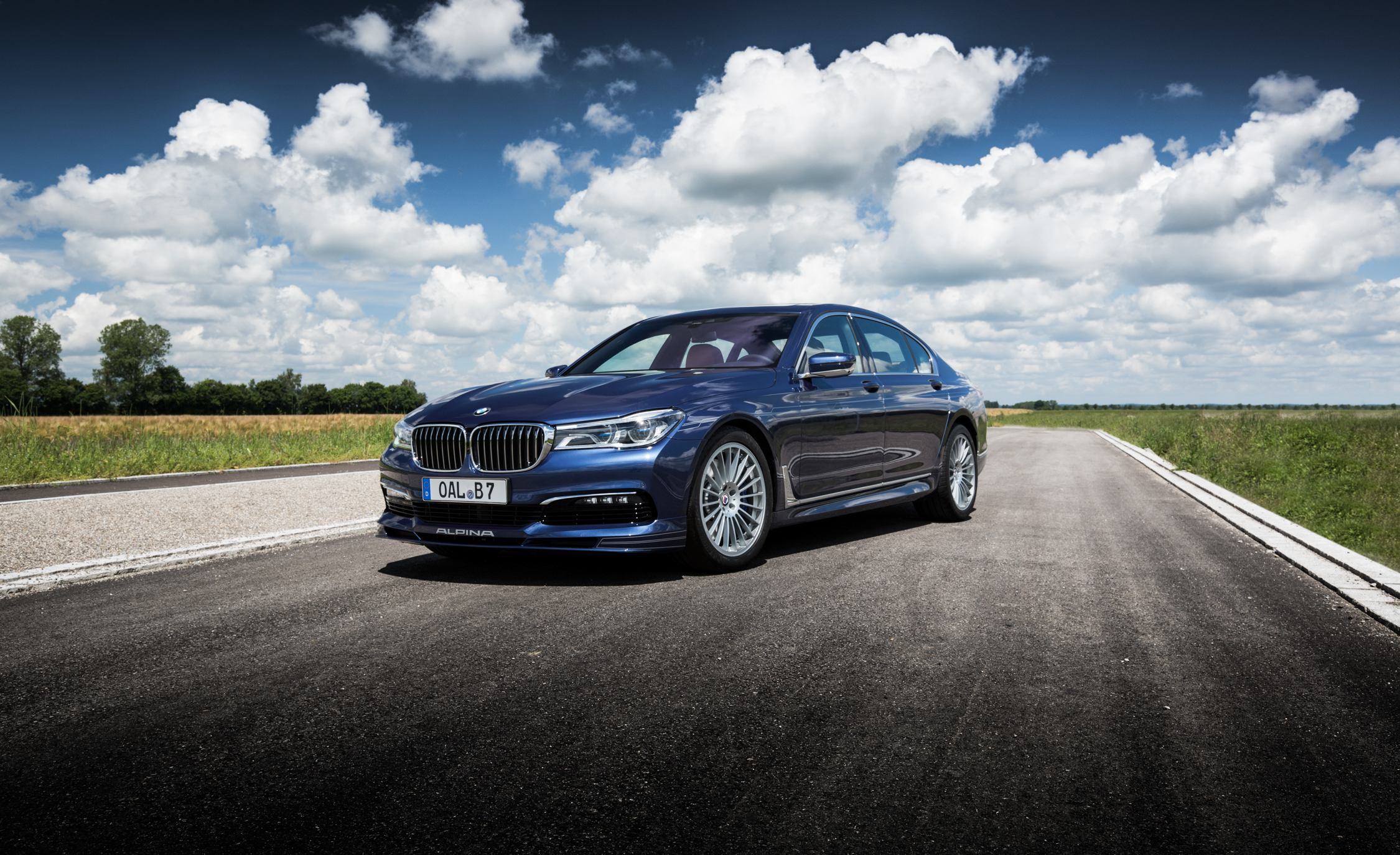 2017 BMW Alpina B7 Exterior (Photo 4 of 45)