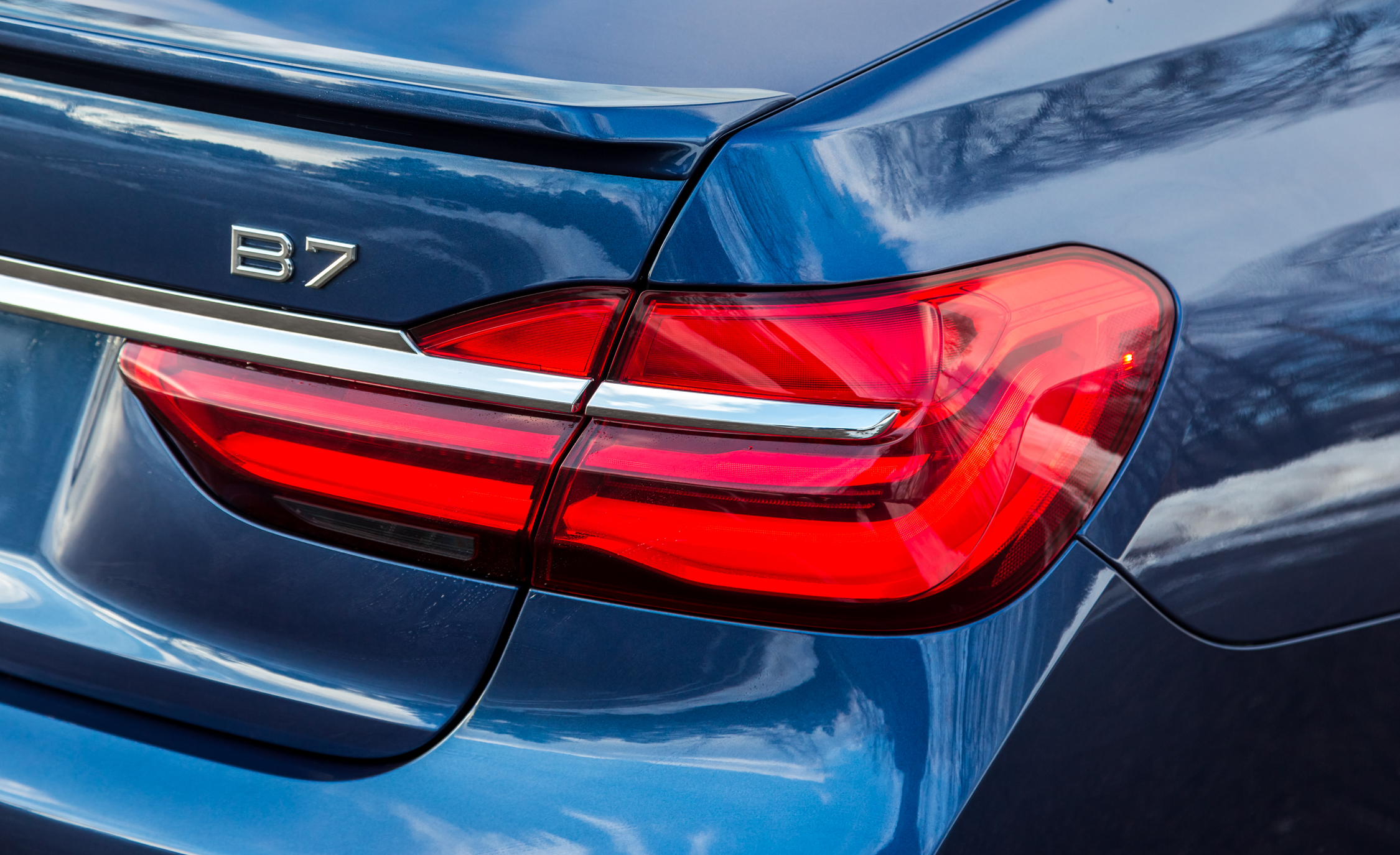 2017 BMW Alpina B7 XDrive Exterior View Taillight And Emblem (Photo 35 of 45)