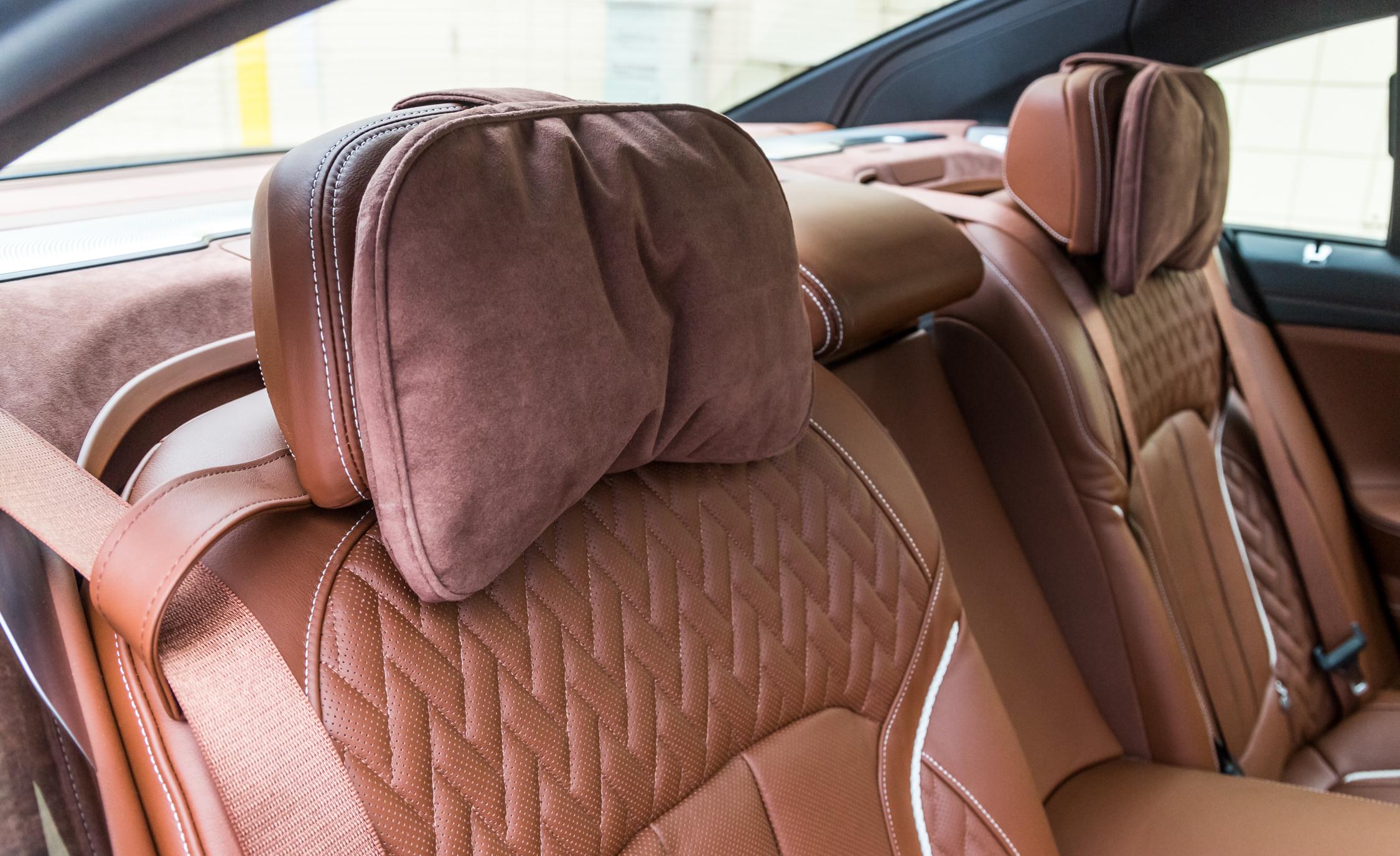 2017 BMW Alpina B7 XDrive Interior Seats Rear Headrest (Photo 39 of 45)