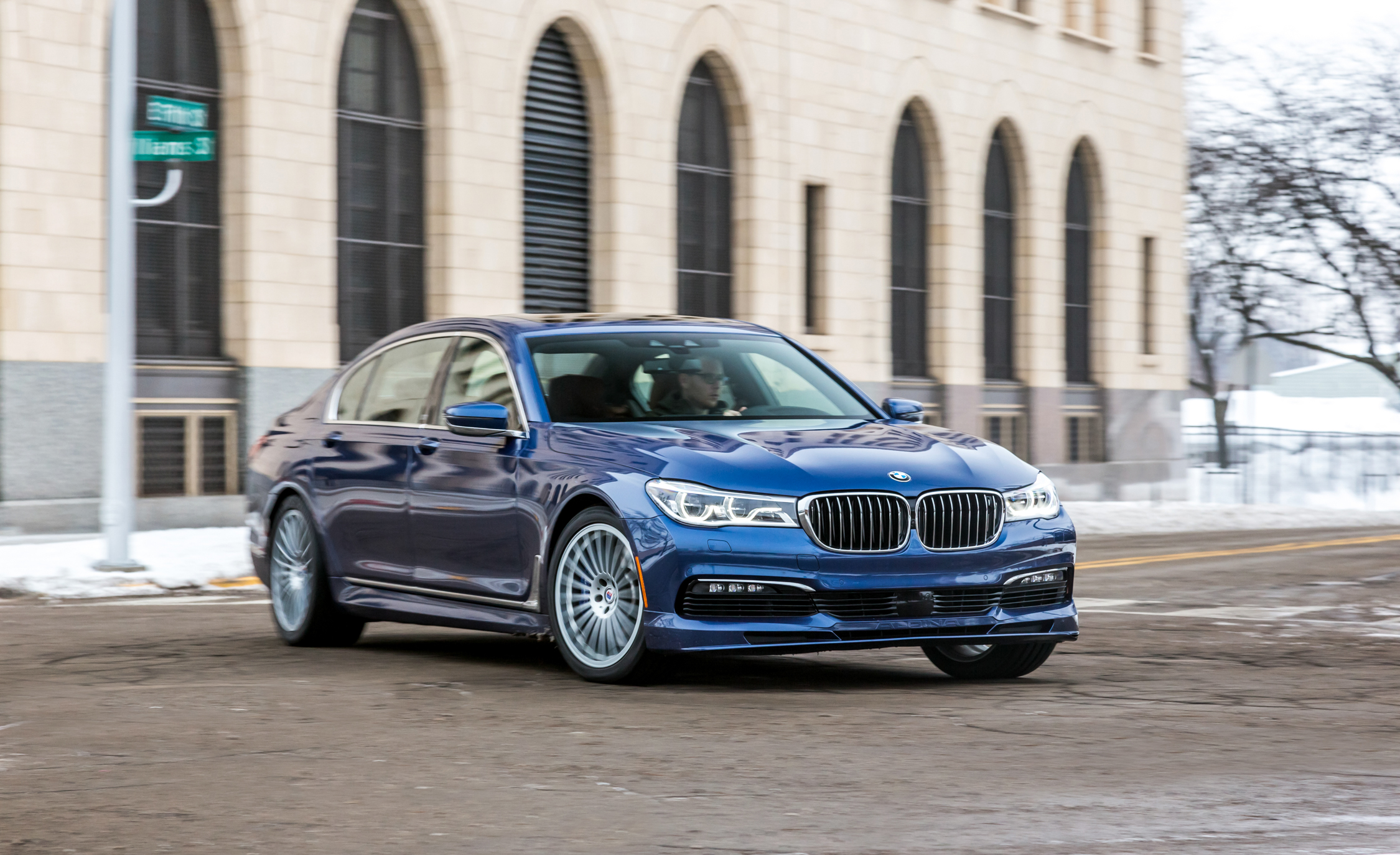 Featured Image of 2017 BMW Alpina B7 XDrive