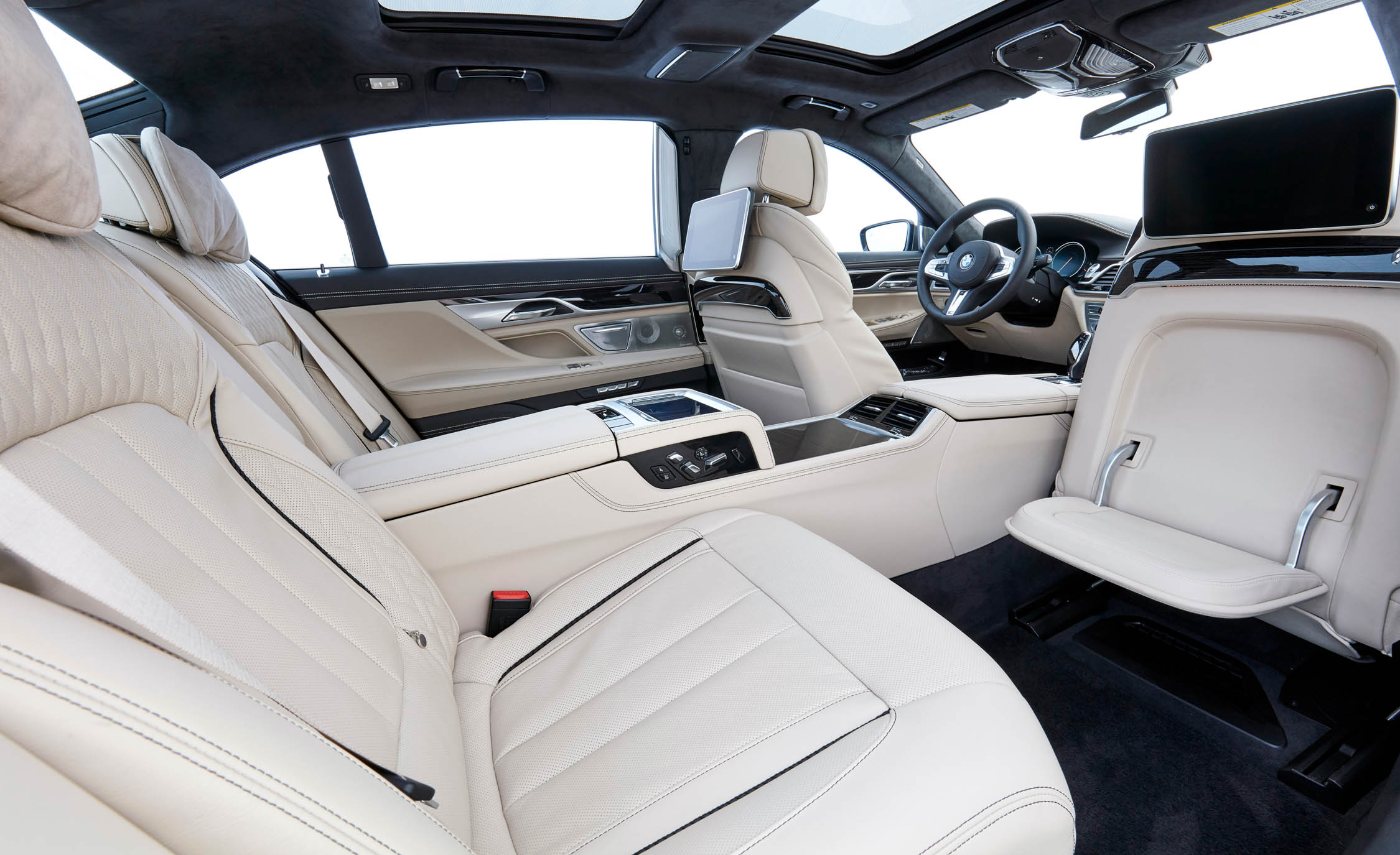 2017 BMW M760Li XDrive Interior Seats Rear (Photo 66 of 76)