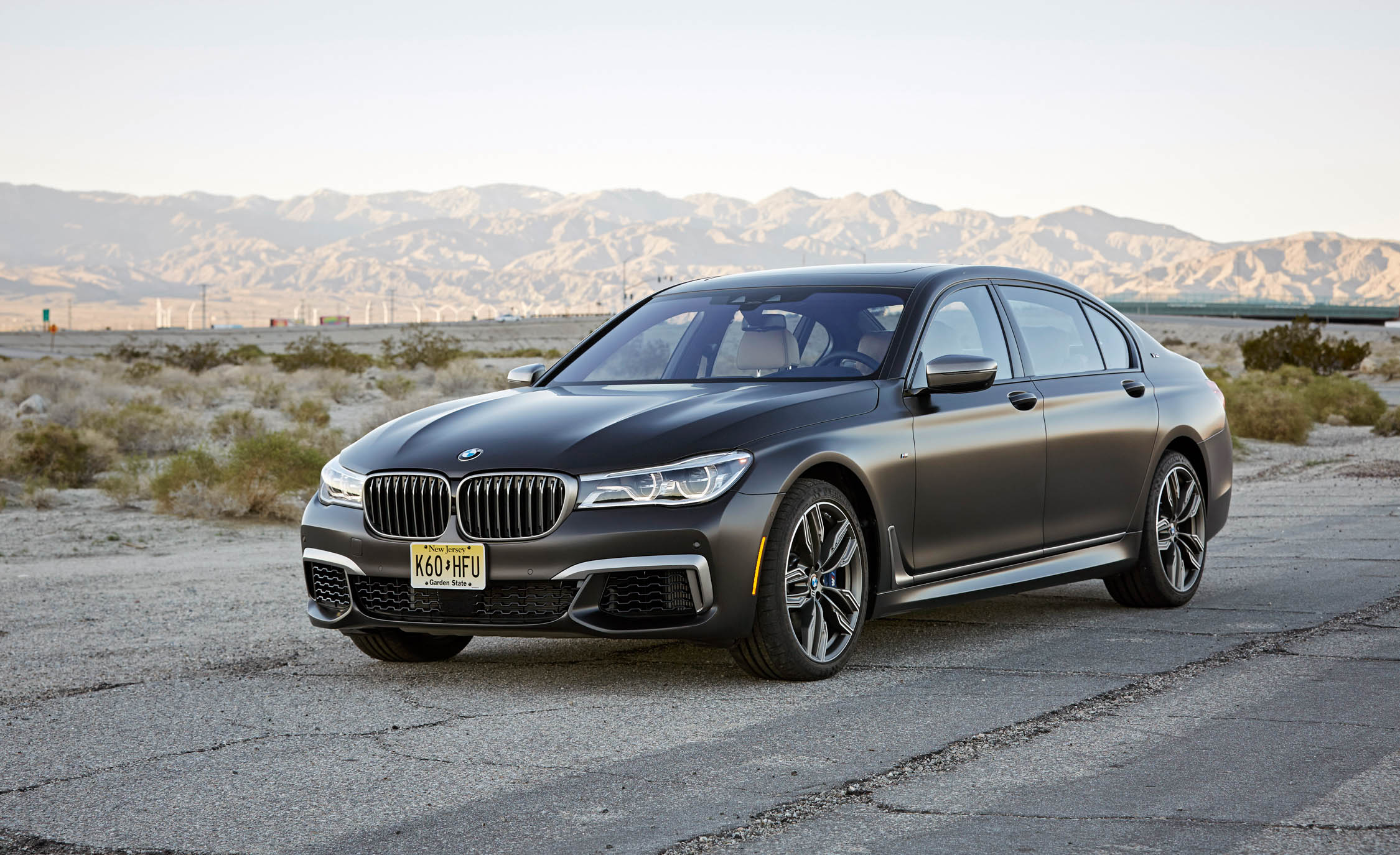 2017 BMW M760i XDrive Exterior Front And Side (Photo 11 of 76)