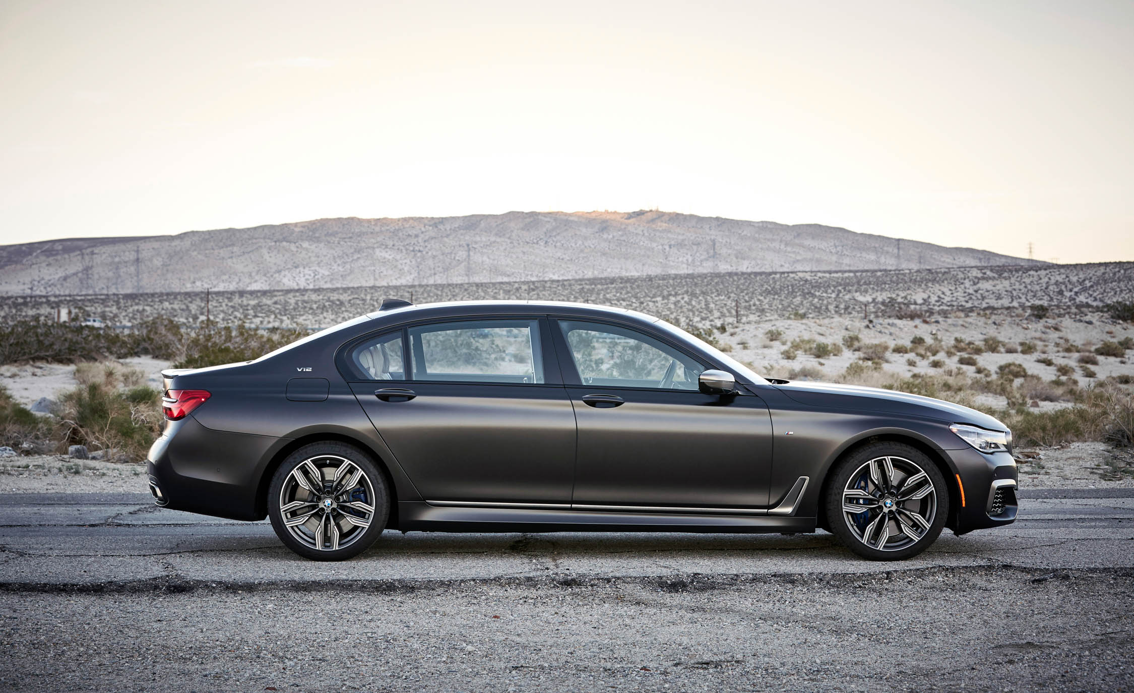 2017 BMW M760i XDrive Exterior Side (Photo 15 of 76)
