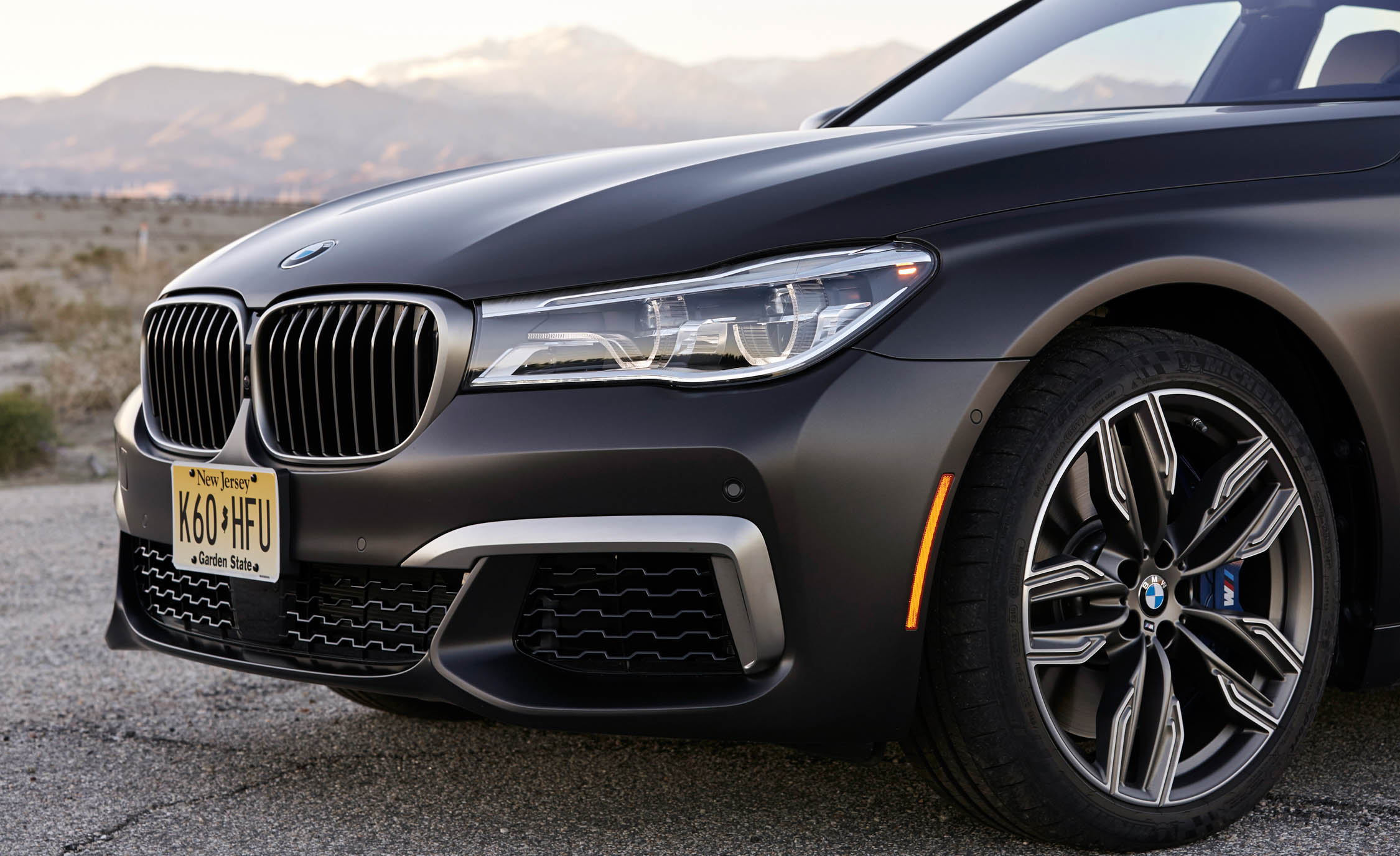 2017 BMW M760i XDrive Exterior View Grille And Bumper (Photo 18 of 76)