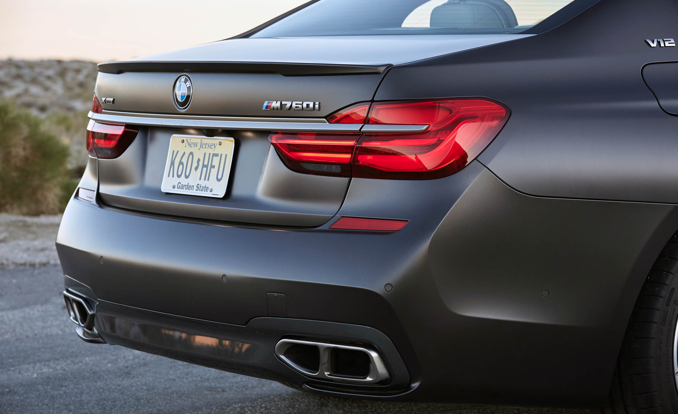 2017 BMW M760i XDrive Exterior View Rear Bumper (Photo 20 of 76)