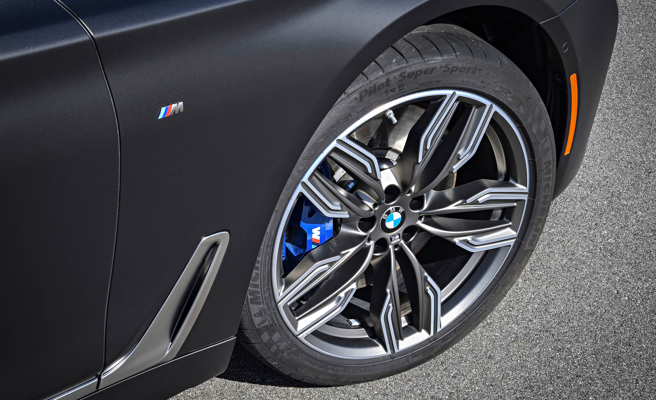 2017 BMW M760i XDrive Exterior View Wheel And Velg (Photo 27 of 76)
