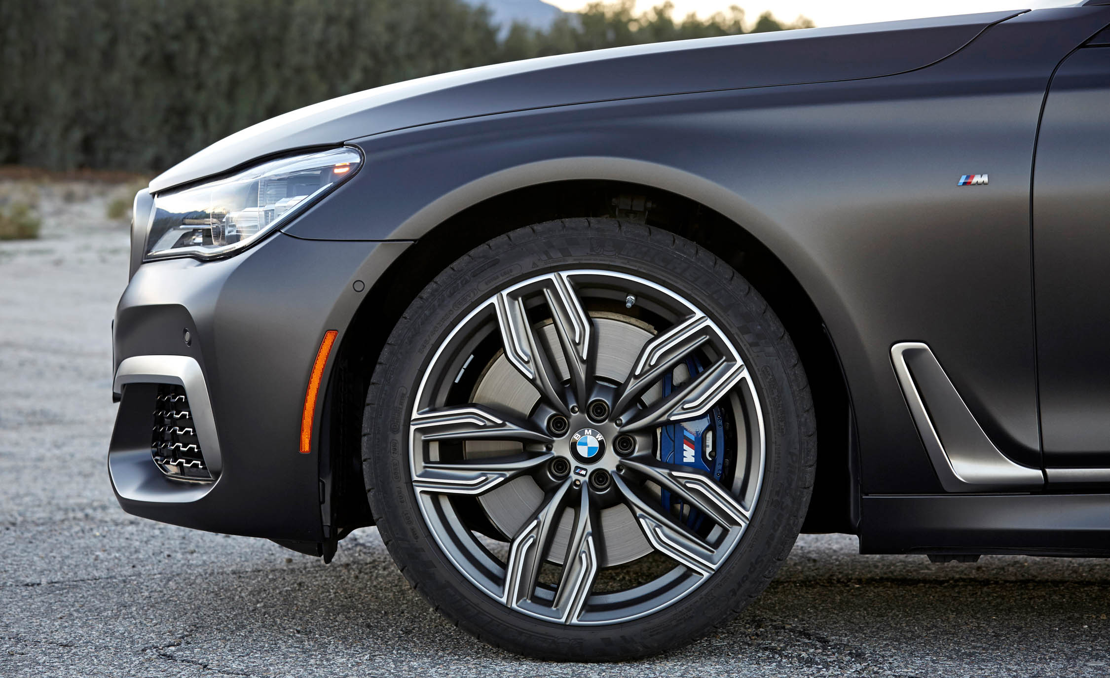 2017 BMW M760i XDrive Exterior View Wheel Trim (Photo 28 of 76)