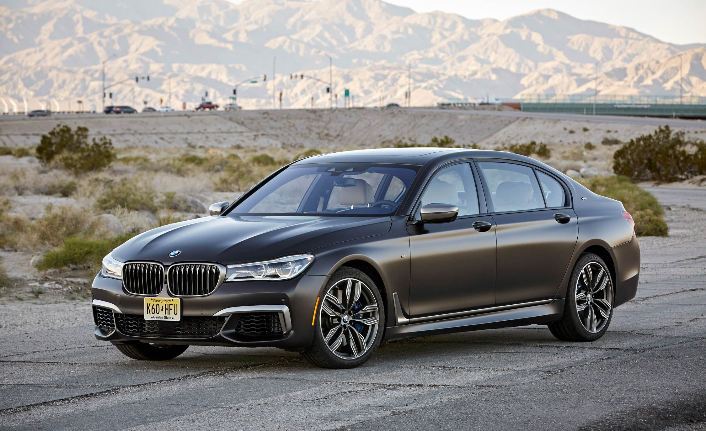 2017 BMW M760i XDrive Exterior (Photo 9 of 76)
