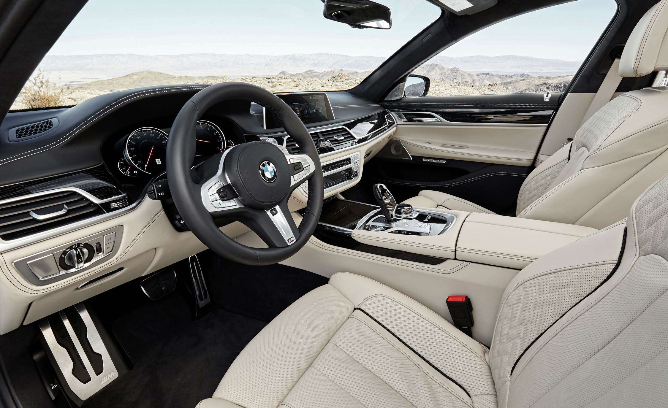 2017 BMW M760i XDrive Interior Seats Front (Photo 31 of 76)