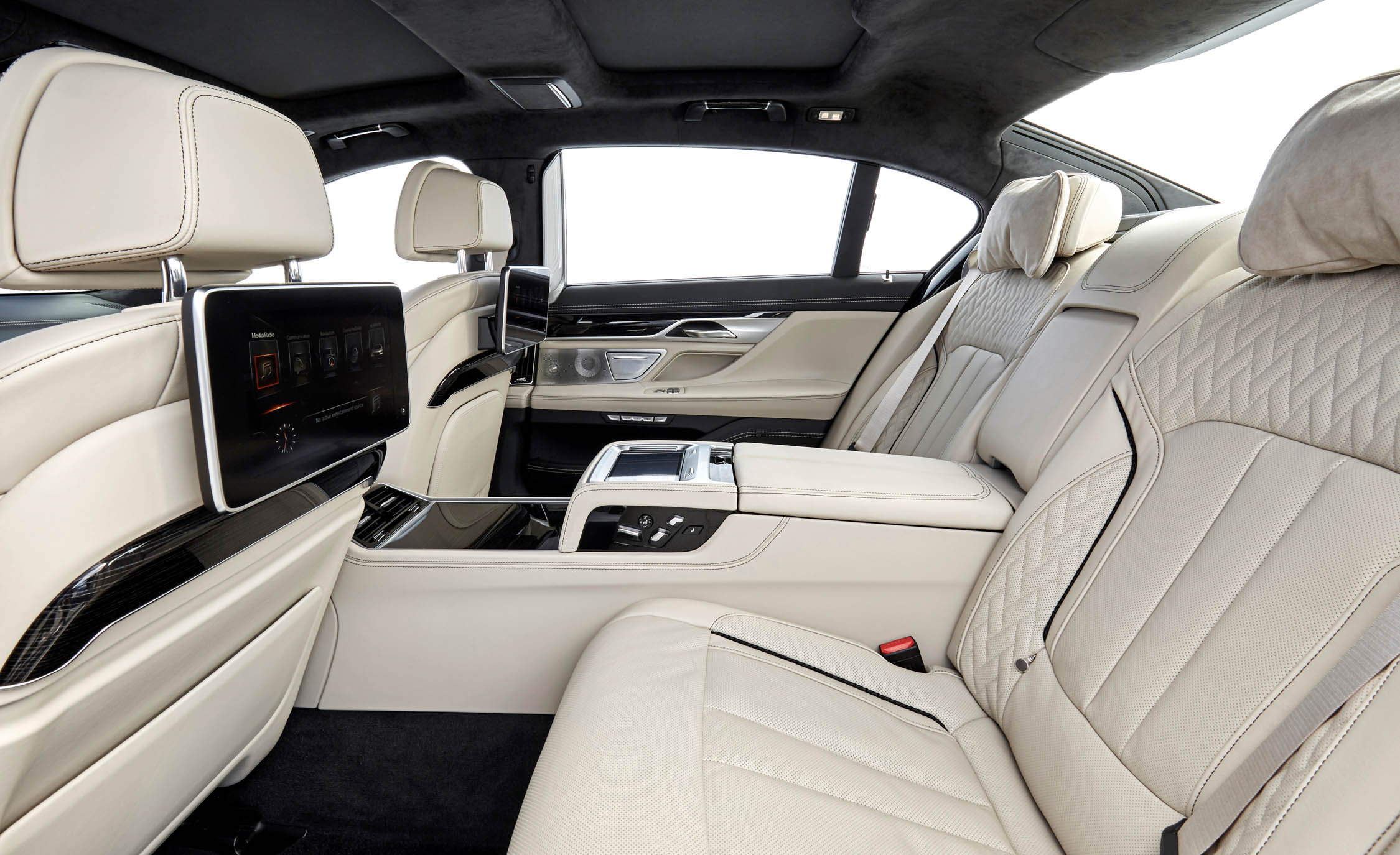 2017 BMW M760i XDrive Interior Seats Rear (View 53 of 76)