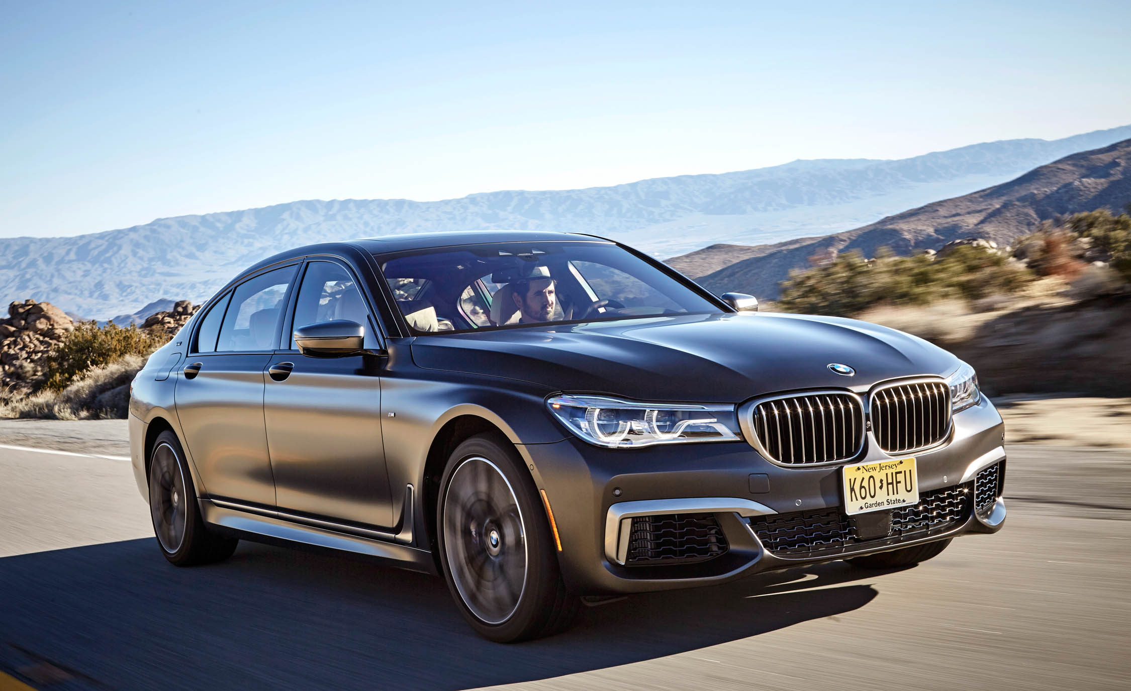 Featured Image of 2017 BMW M760i XDrive