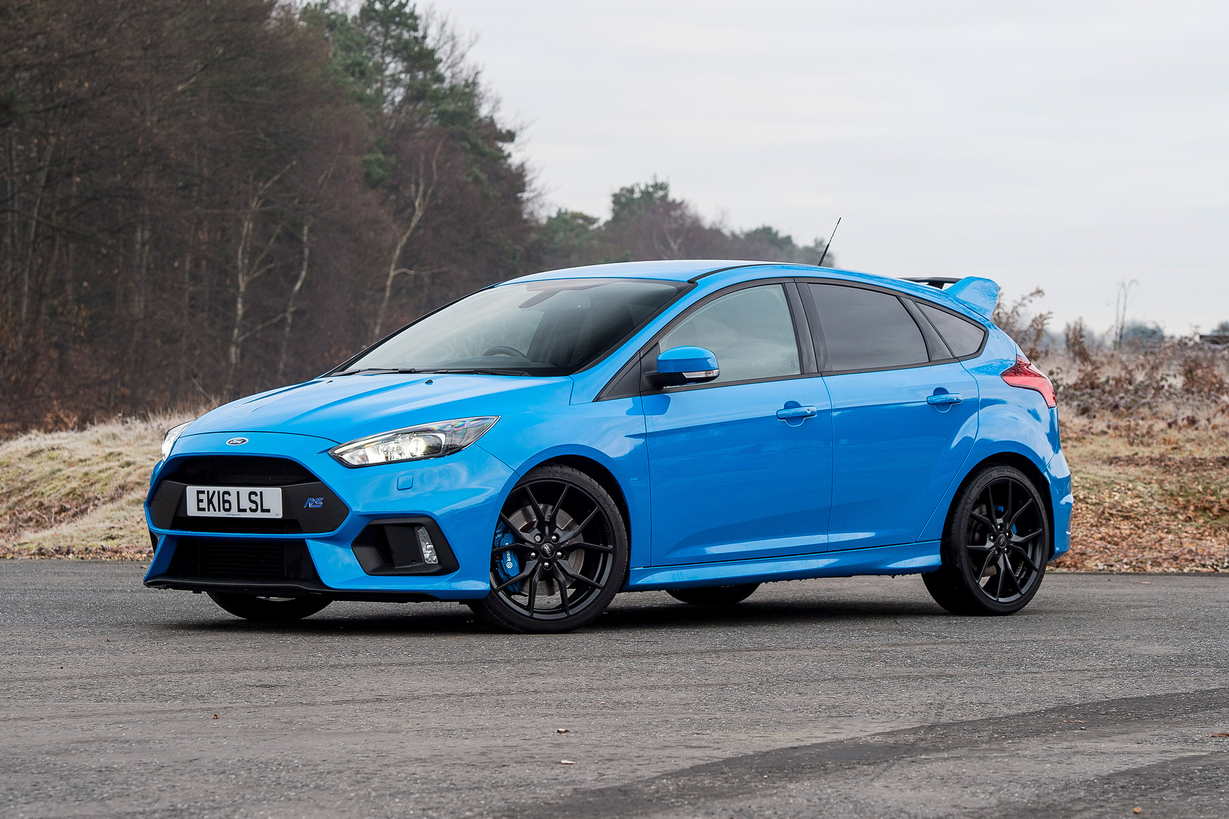2017 Ford Focus RS Blue Exterior Front And Side (Photo 2 of 23)