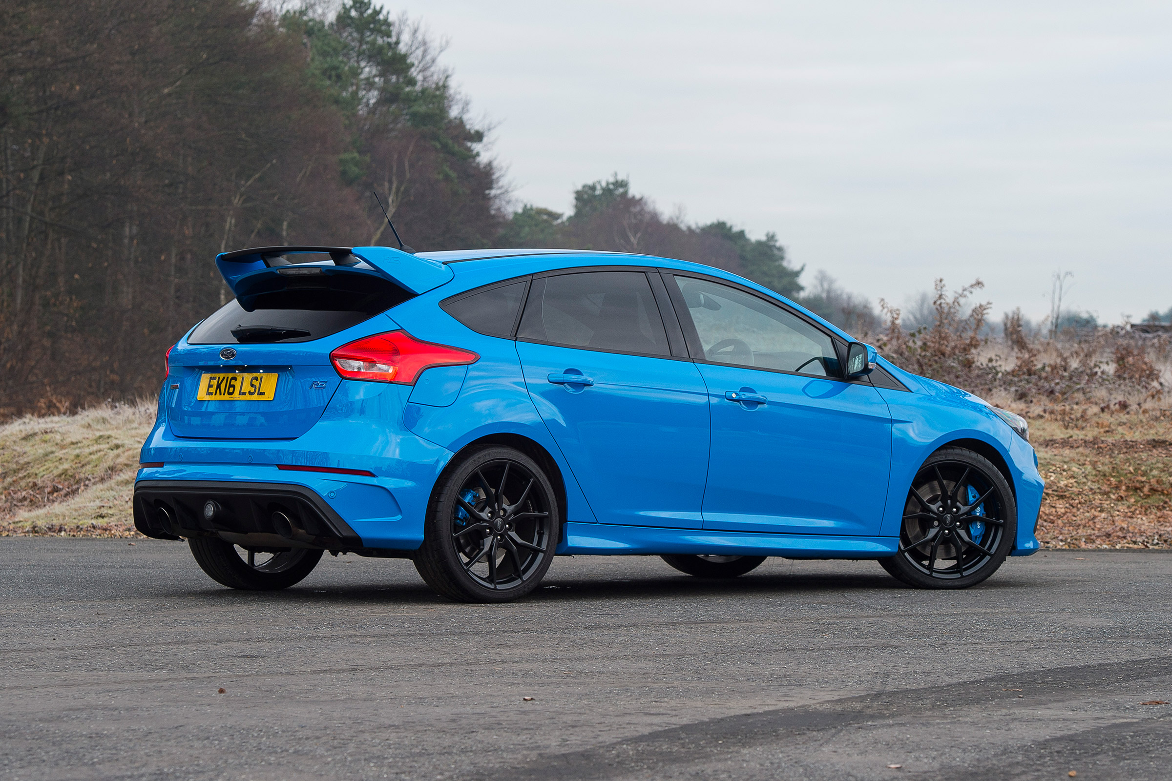 2017 Ford Focus RS Blue Exterior Rear And Side (Photo 3 of 23)