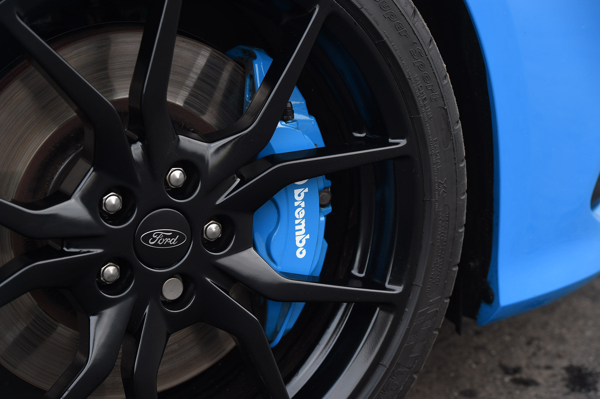 2017 Ford Focus RS Exterior Wheel Trim (Photo 8 of 23)