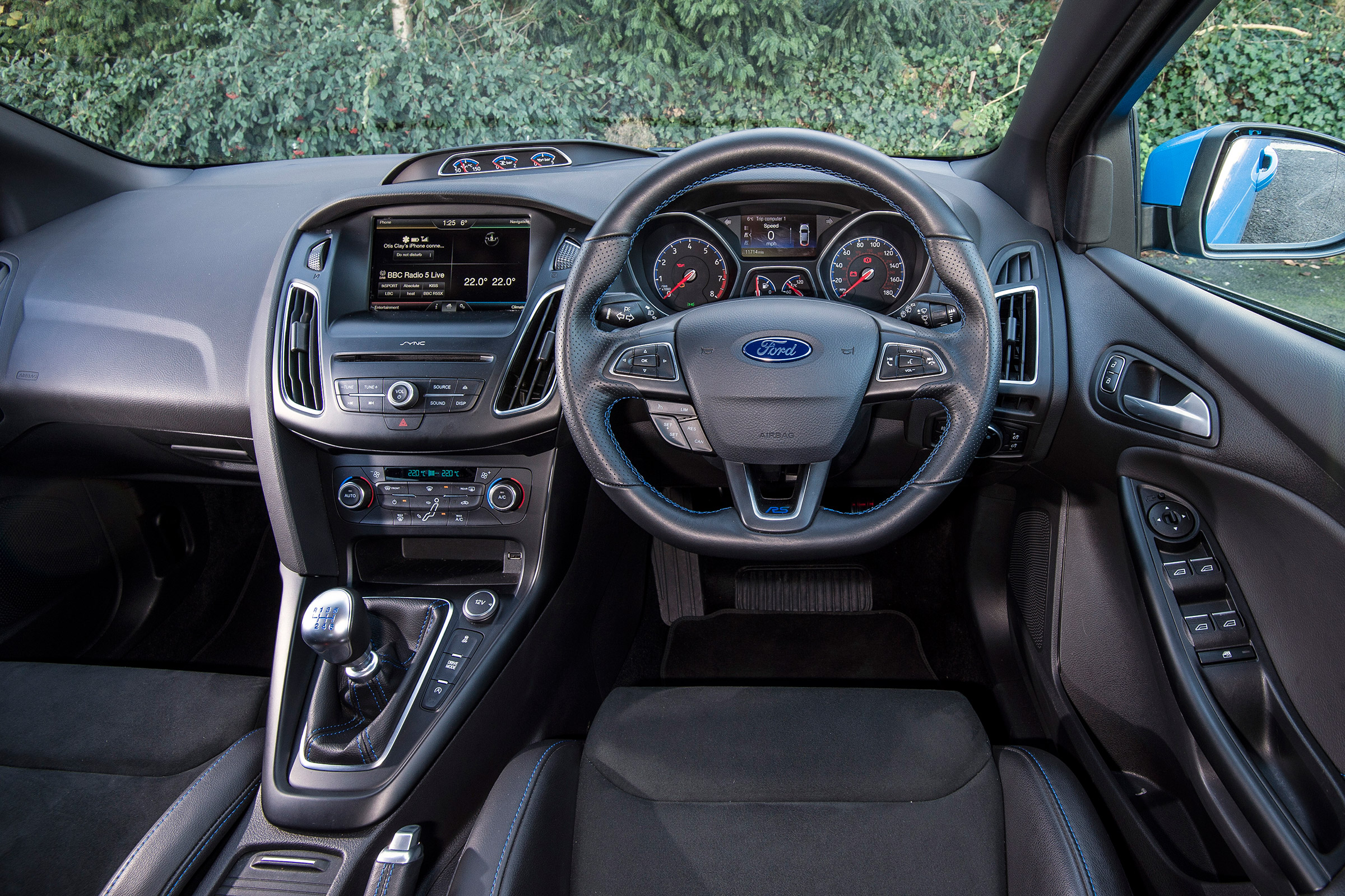 2017 Ford Focus RS Interior Driver Cockpit Steering And Dash (View 9 of 23)
