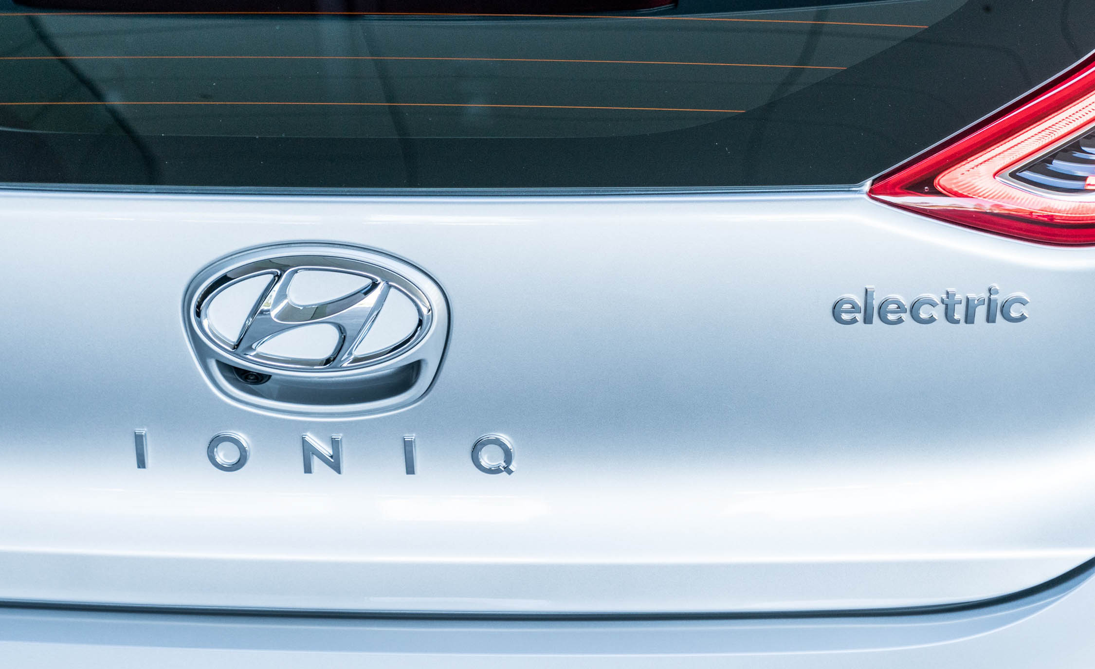 2017 Hyundai Ioniq Electric Exterior View Rear Badge (Photo 14 of 67)