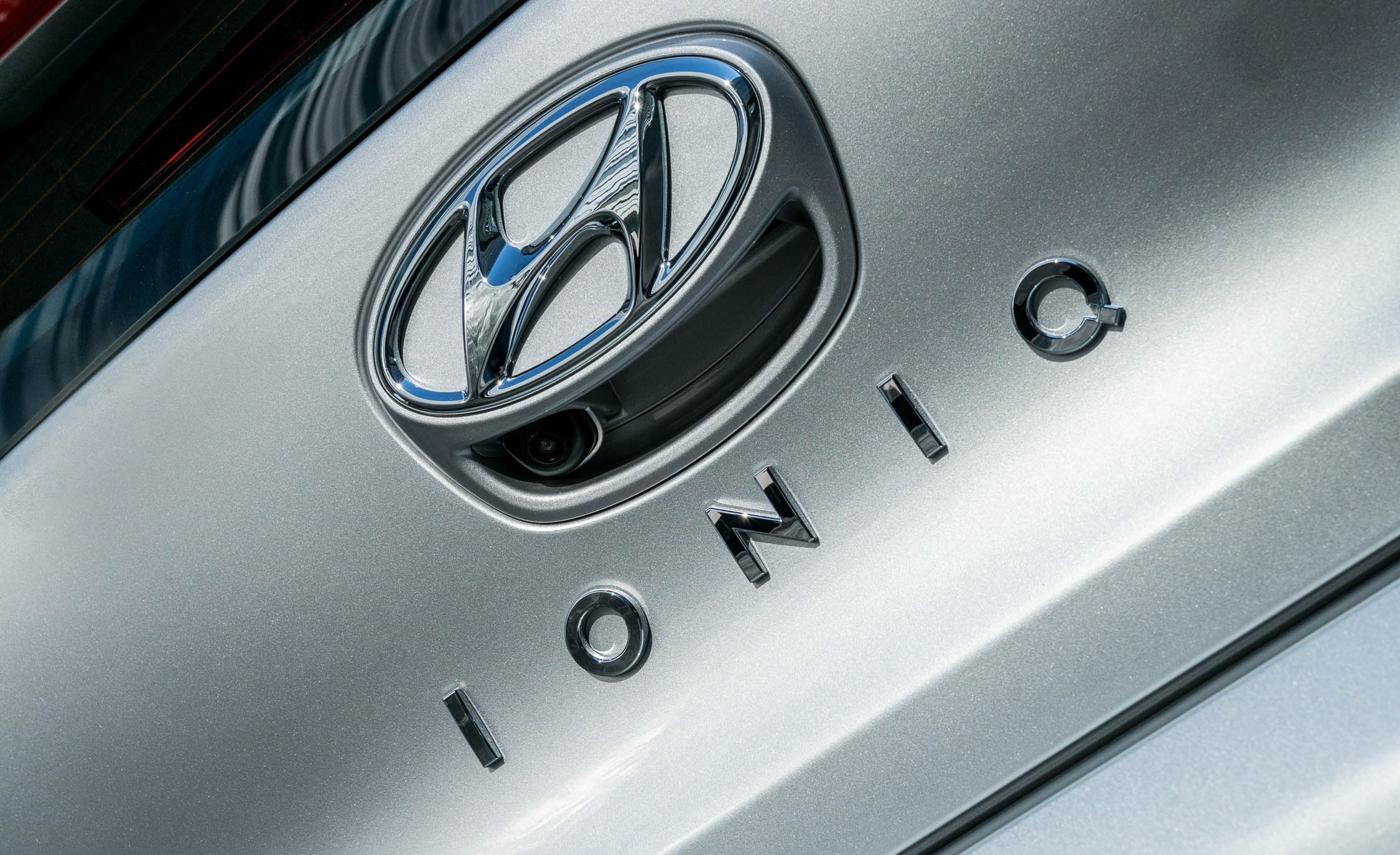 2017 Hyundai Ioniq Electric Exterior View Rear Emblem (Photo 15 of 67)