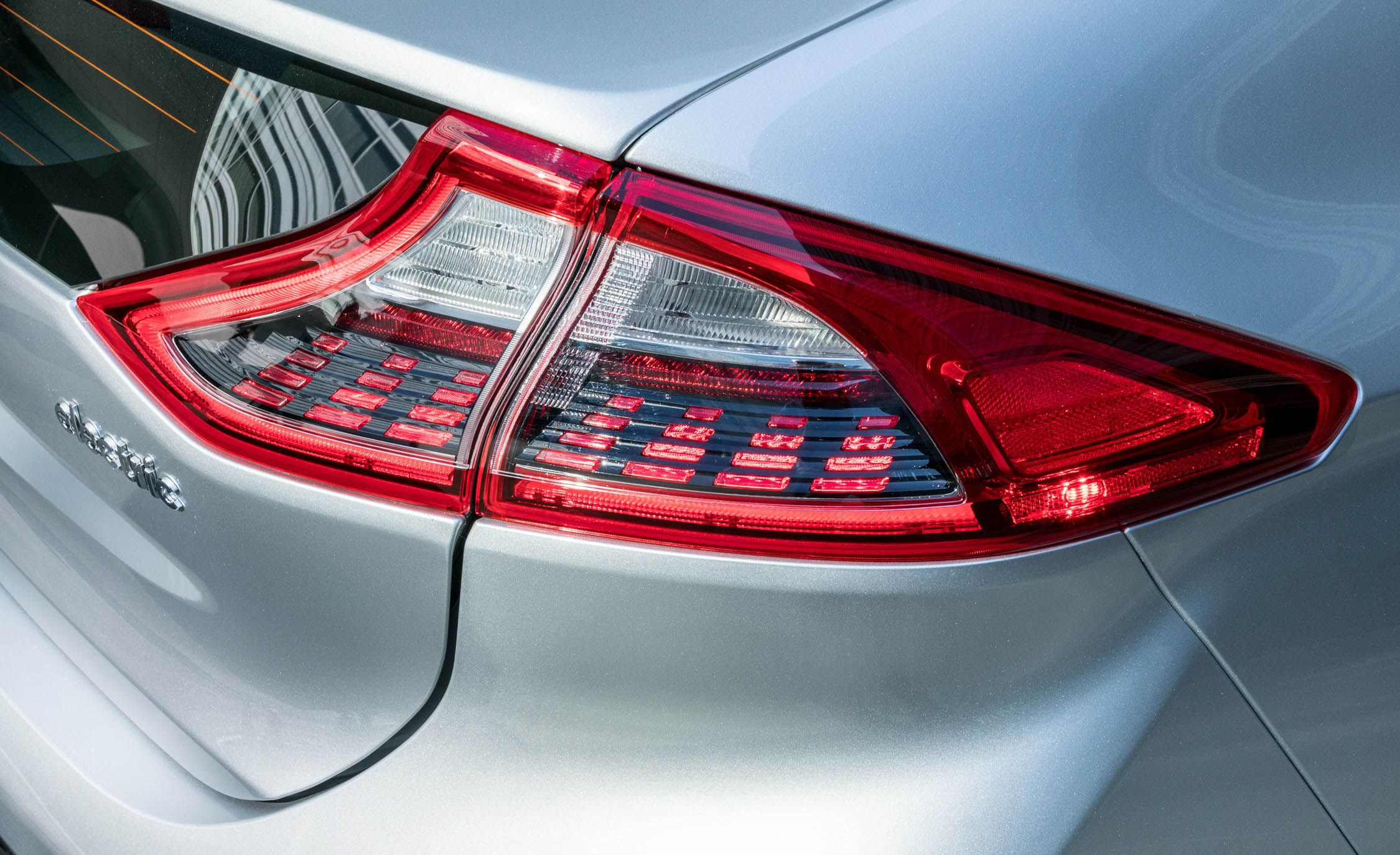 2017 Hyundai Ioniq Electric Exterior View Taillight (Photo 16 of 67)