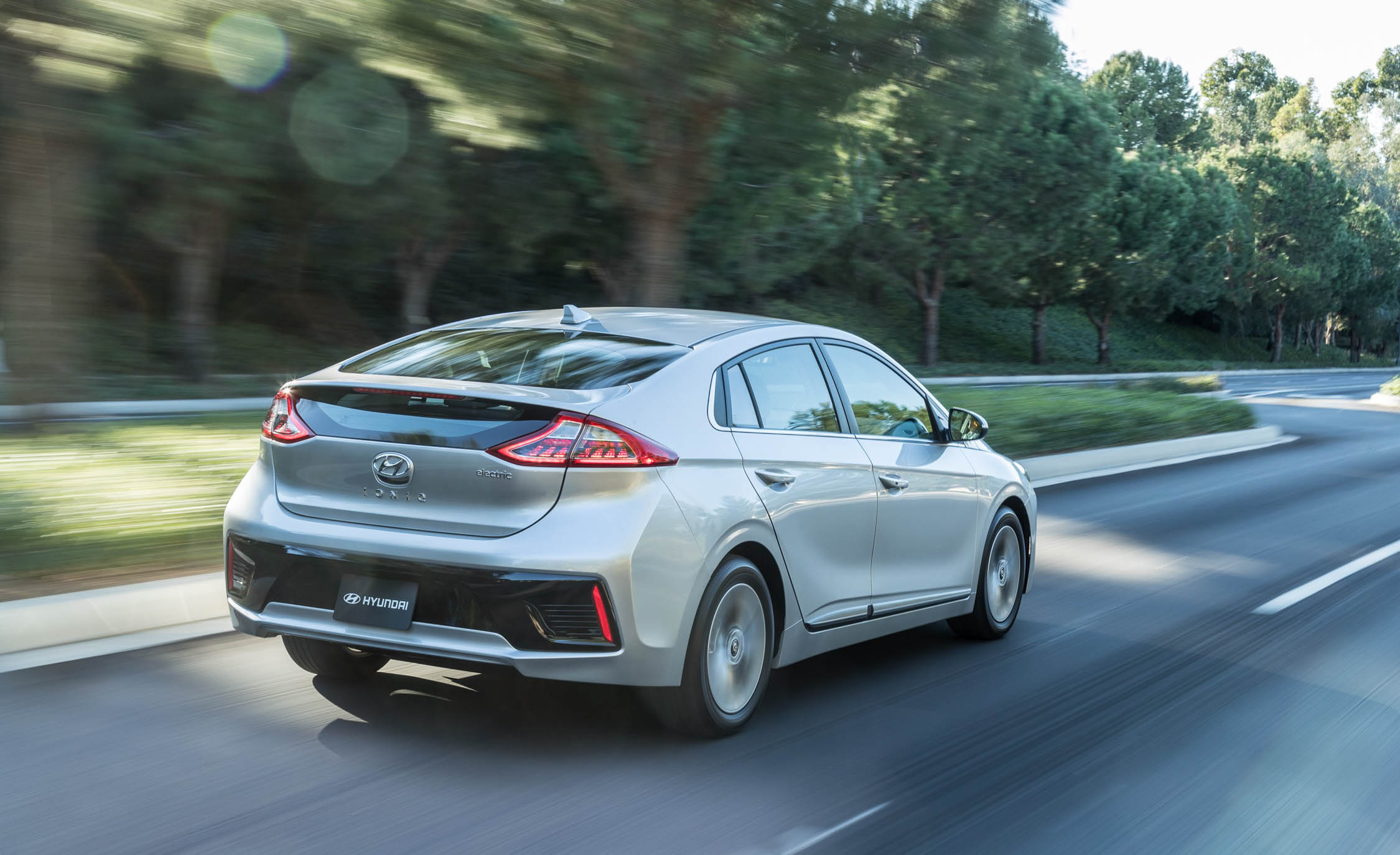 2017 Hyundai Ioniq Electric Test Drive Rear And Side View (Photo 32 of 67)