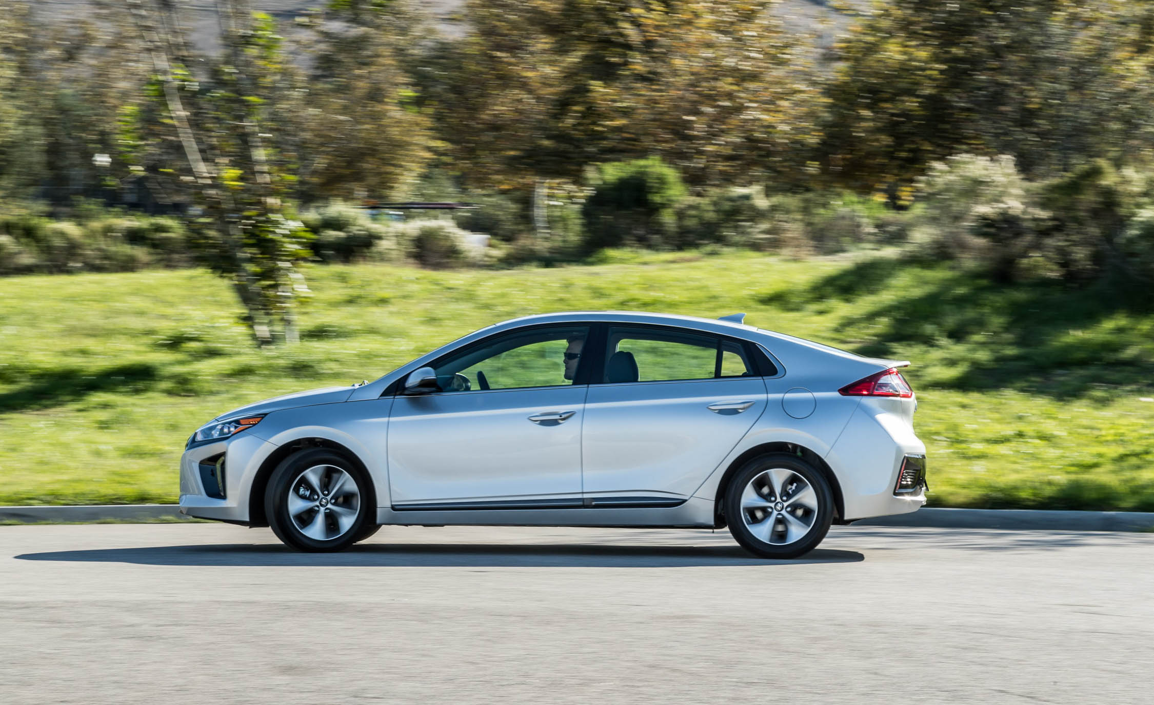 2017 Hyundai Ioniq Electric Test Drive Silver Metallic (Photo 35 of 67)