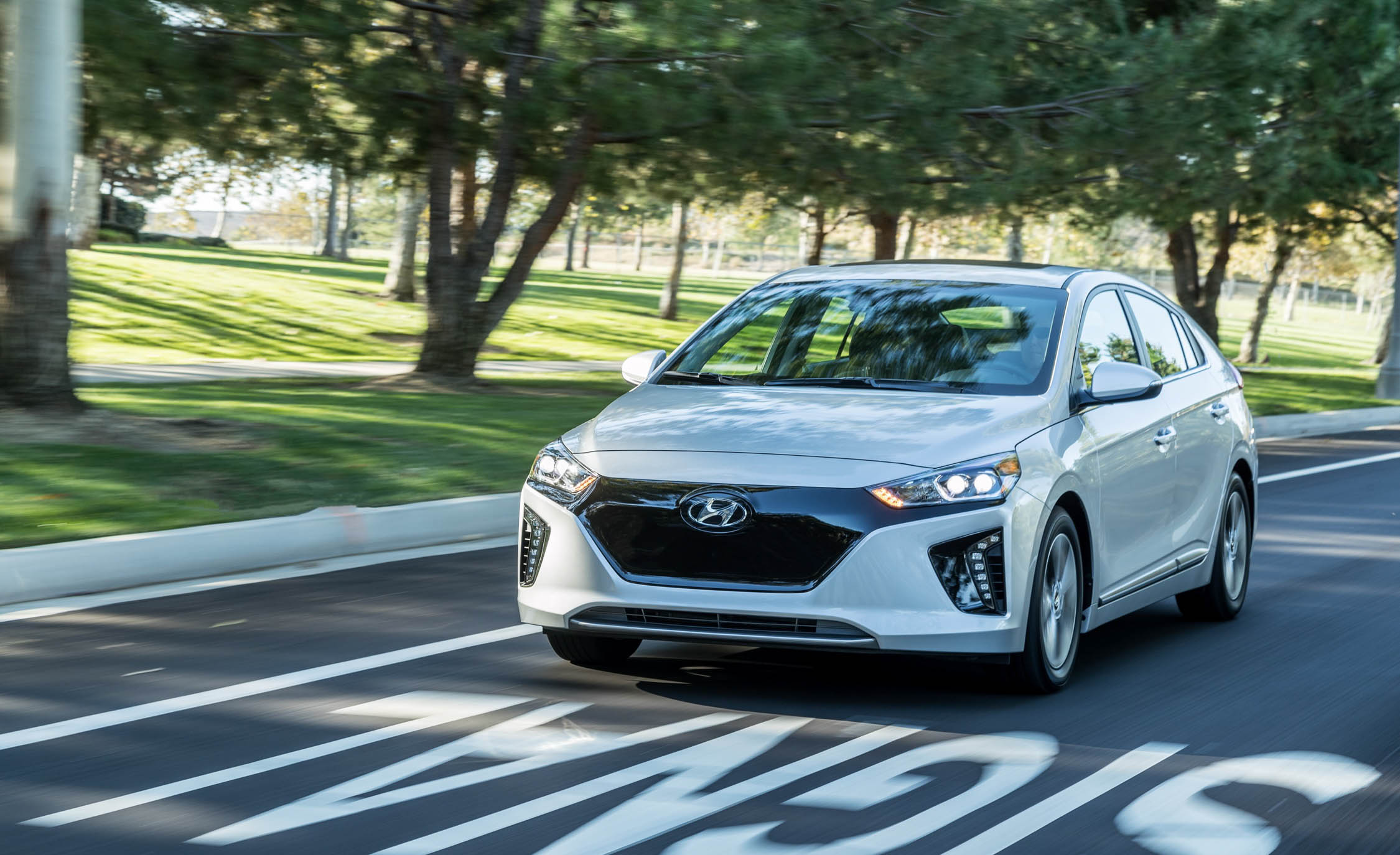 2017 Hyundai Ioniq Electric Test Drive (Photo 29 of 67)