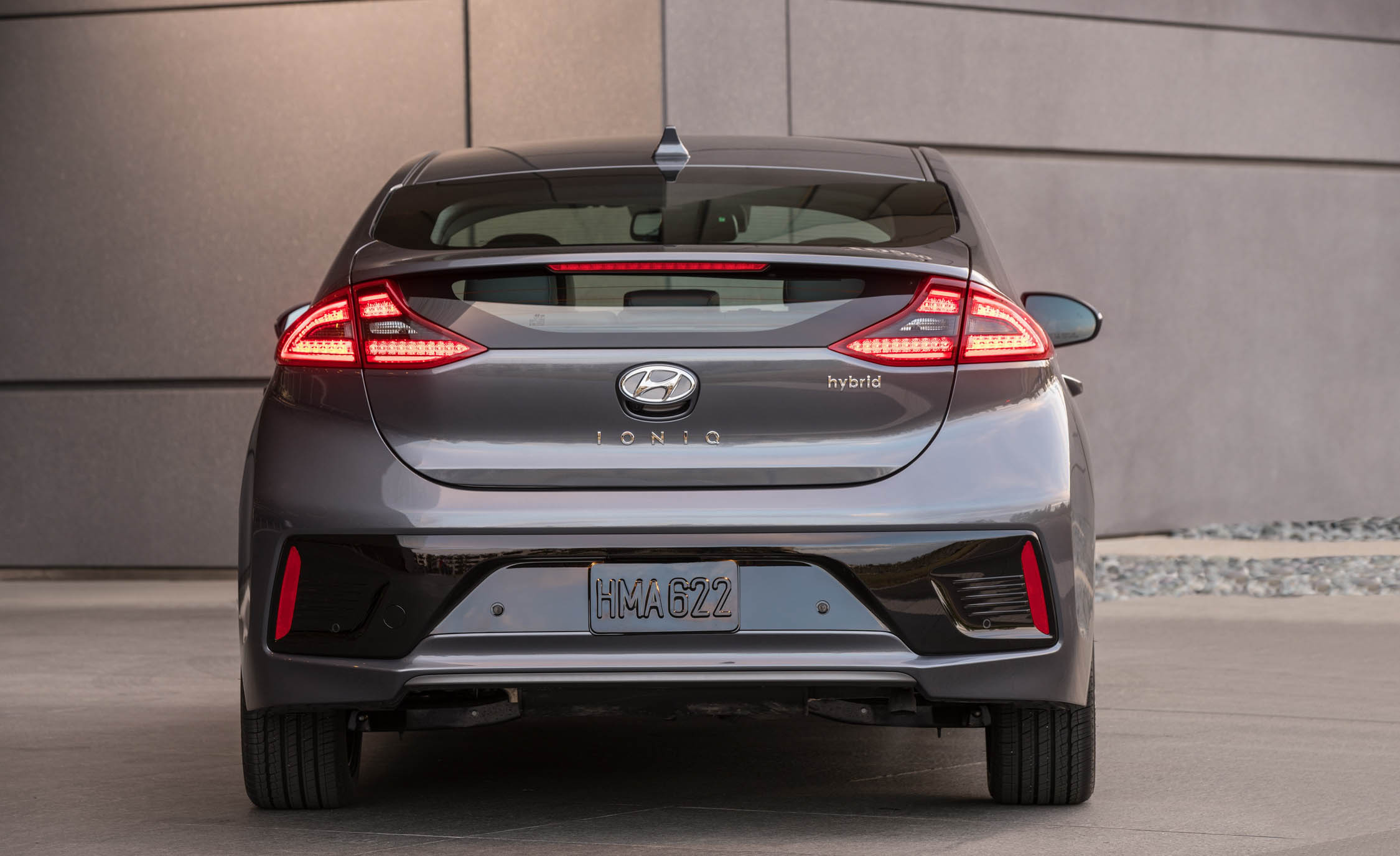 2017 Hyundai Ioniq Hybrid Exterior Rear (Photo 40 of 67)