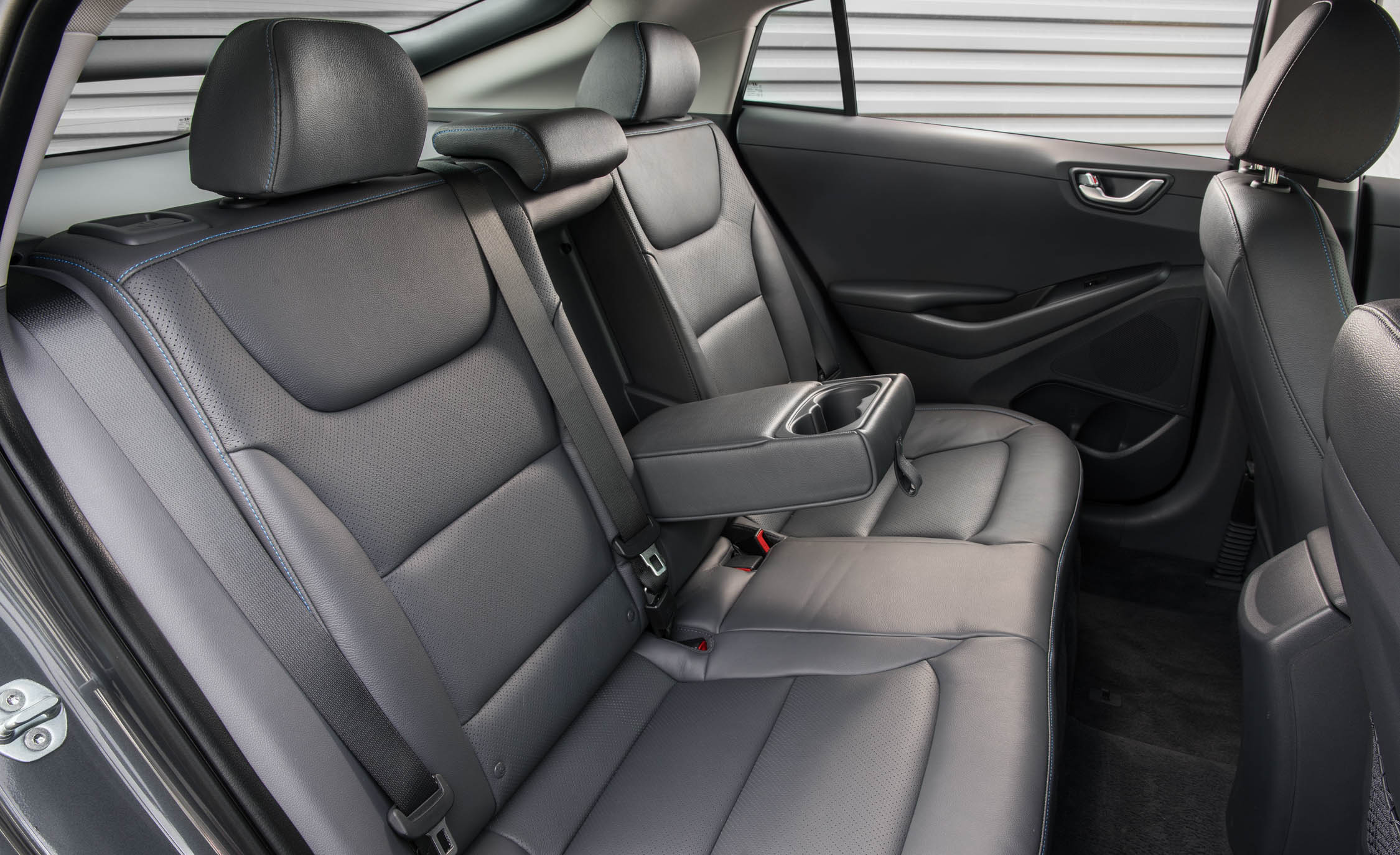 2017 Hyundai Ioniq Hybrid Interior Seats Rear (Photo 51 of 67)