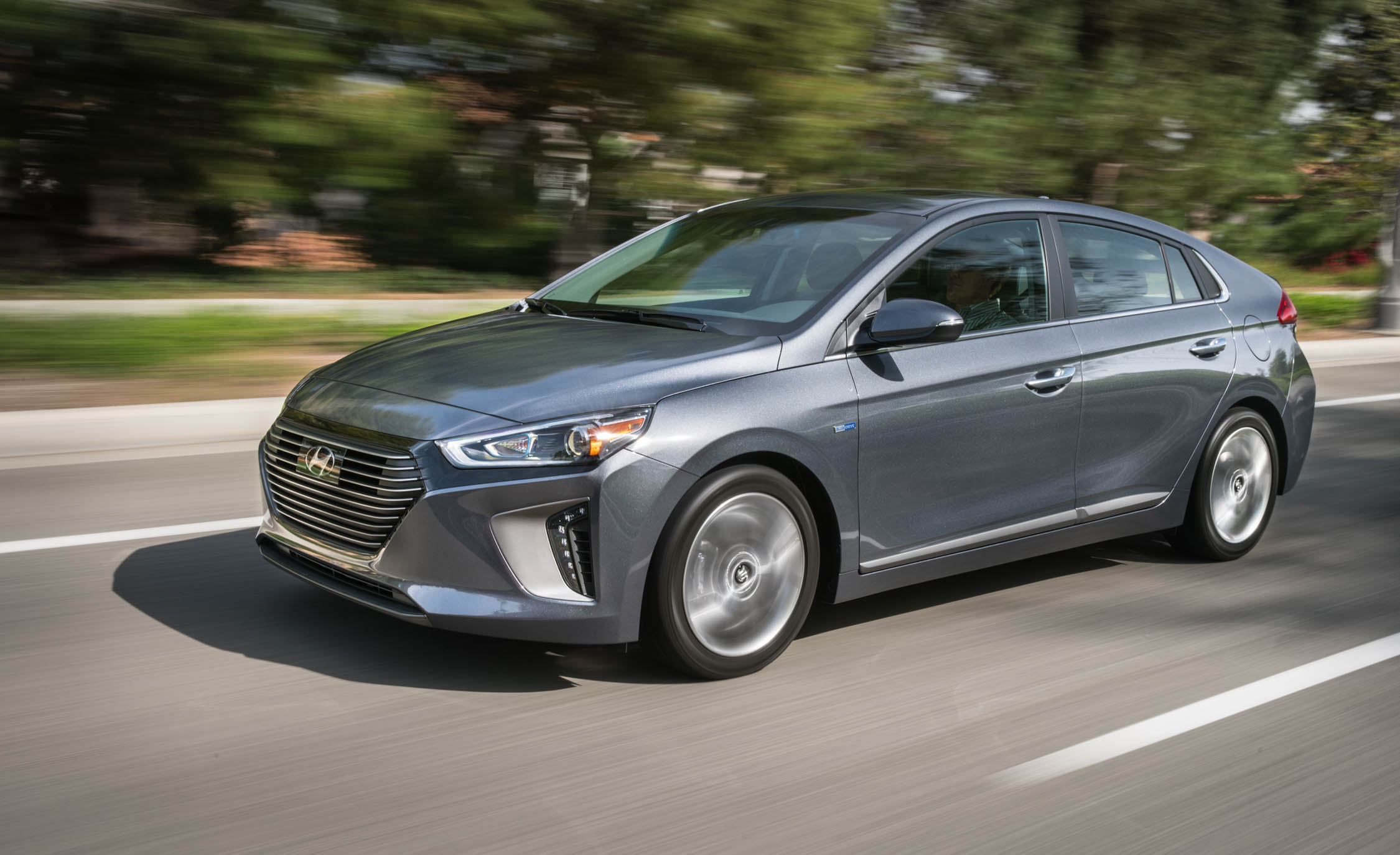 2017 Hyundai Ioniq Hybrid Test Drive Gray Metallic (Photo 62 of 67)