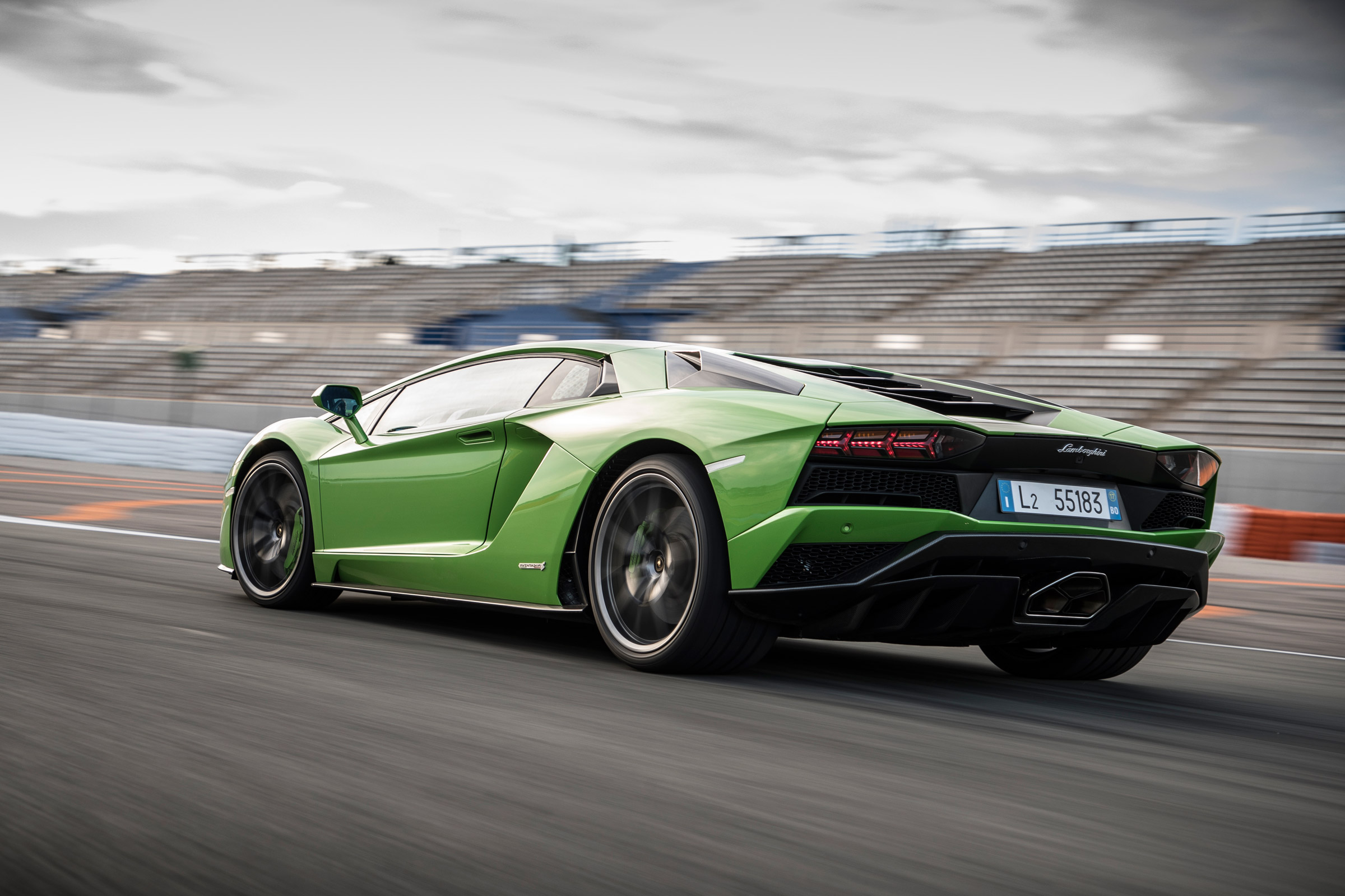 2017 Lamborghini Aventador S Circuit Test Rear View (Photo 4 of 20)