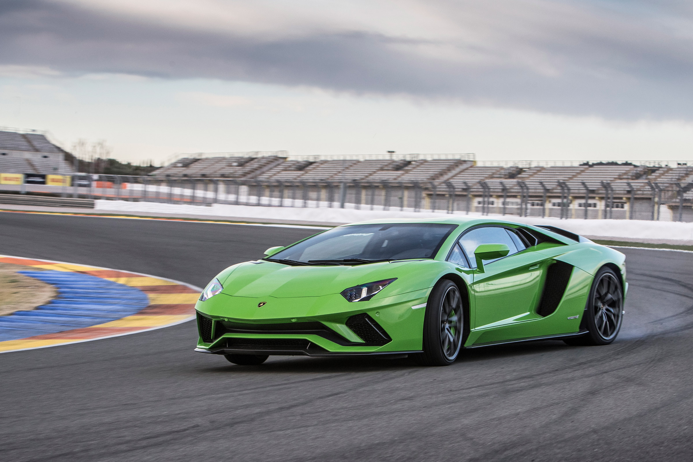 2017 Lamborghini Aventador S Circuit Test (Photo 2 of 20)