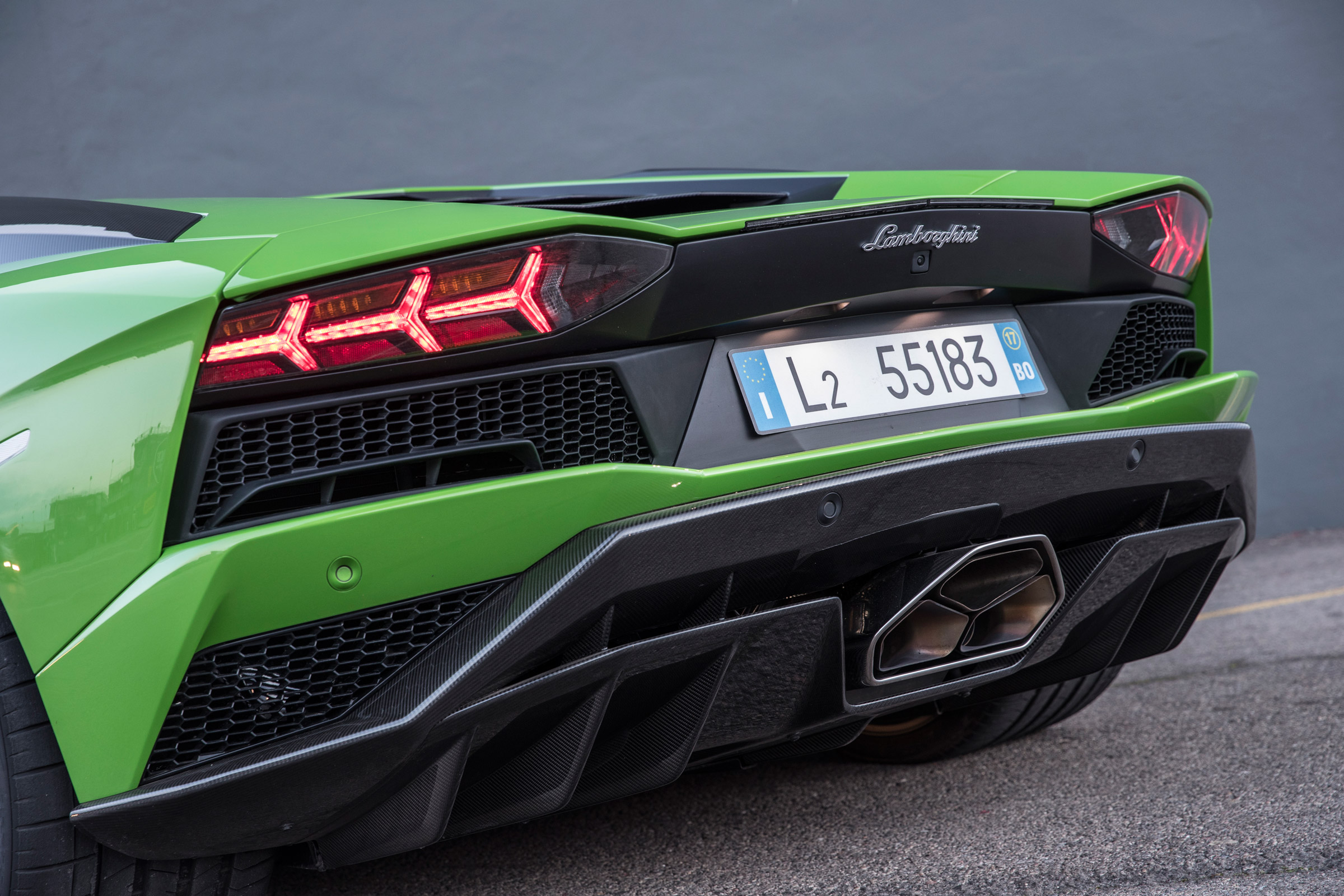2017 Lamborghini Aventador S Exterior View Rear Bumper And Taillight (Photo 6 of 20)