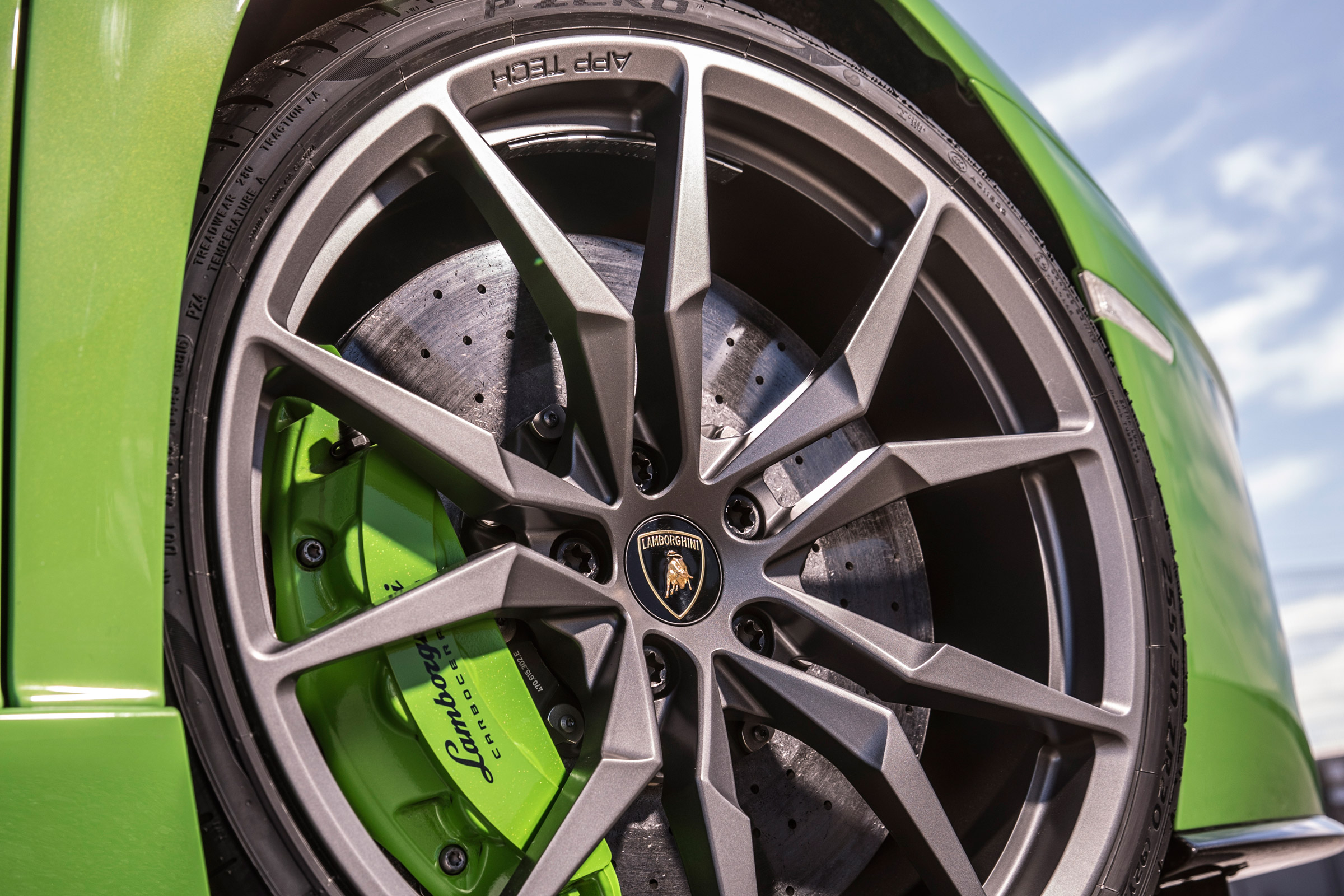2017 Lamborghini Aventador S Exterior View Wheel (Photo 7 of 20)
