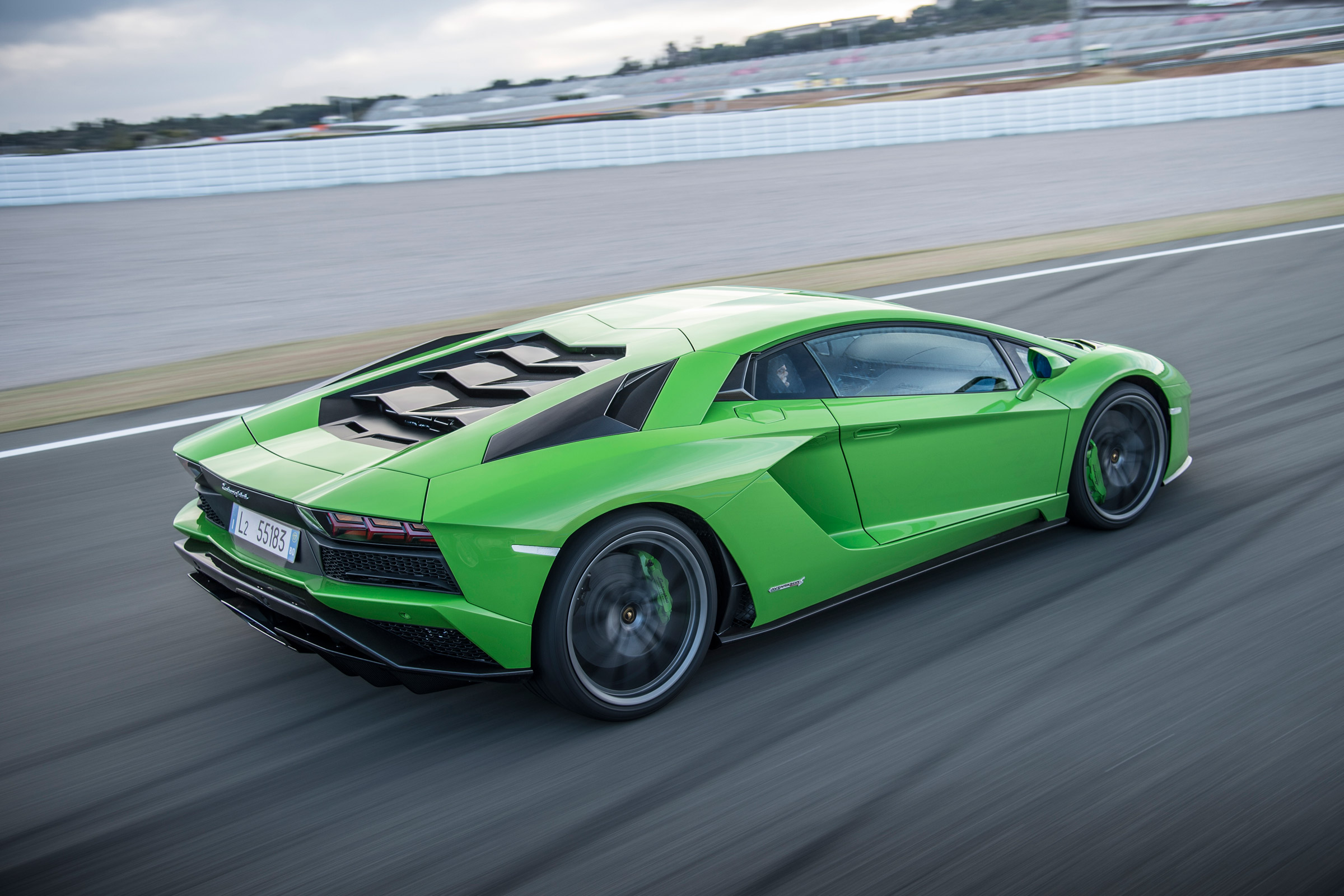 2017 Lamborghini Aventador S Performance Test (Photo 19 of 20)