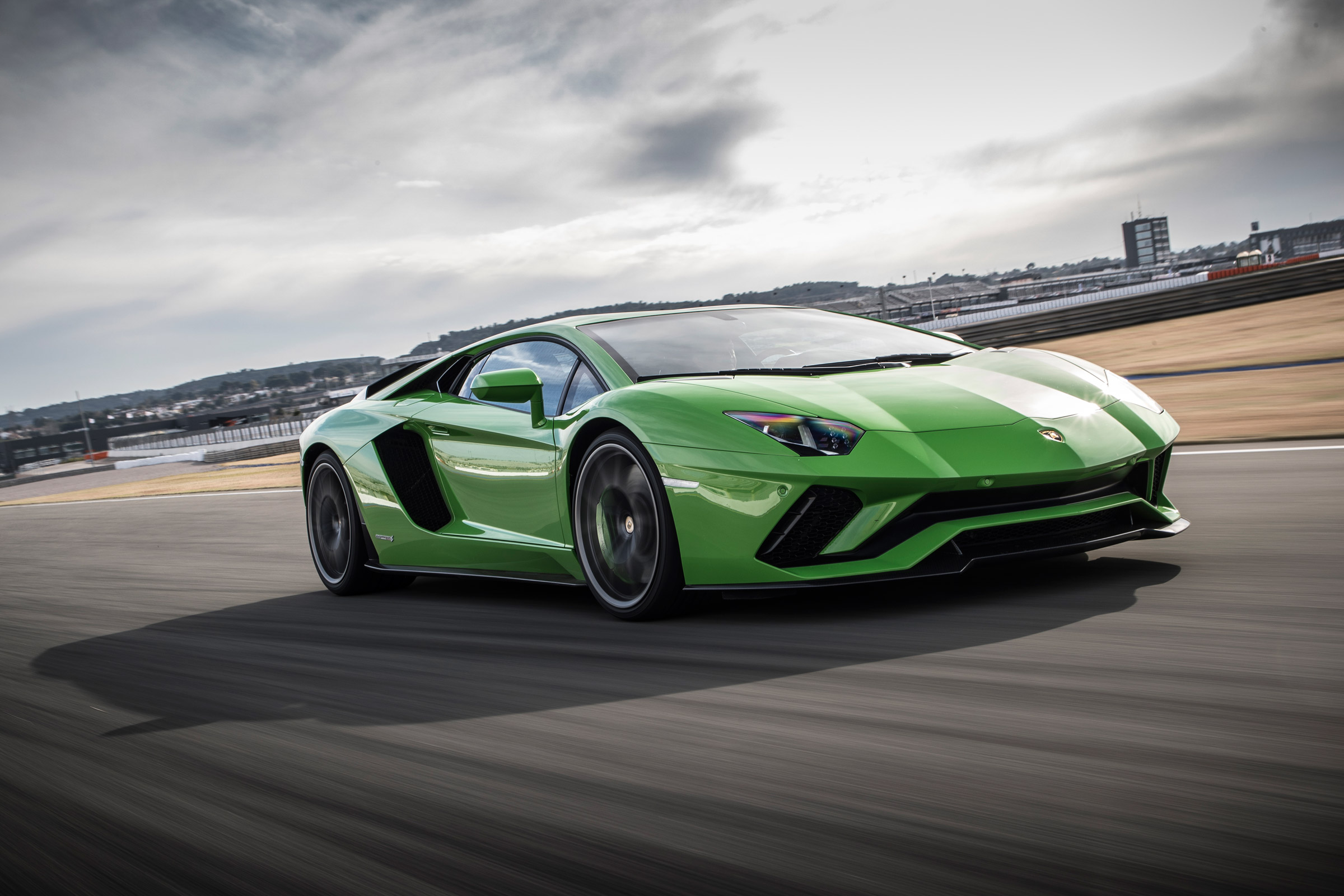 2017 Lamborghini Aventador S (Photo 1 of 20)