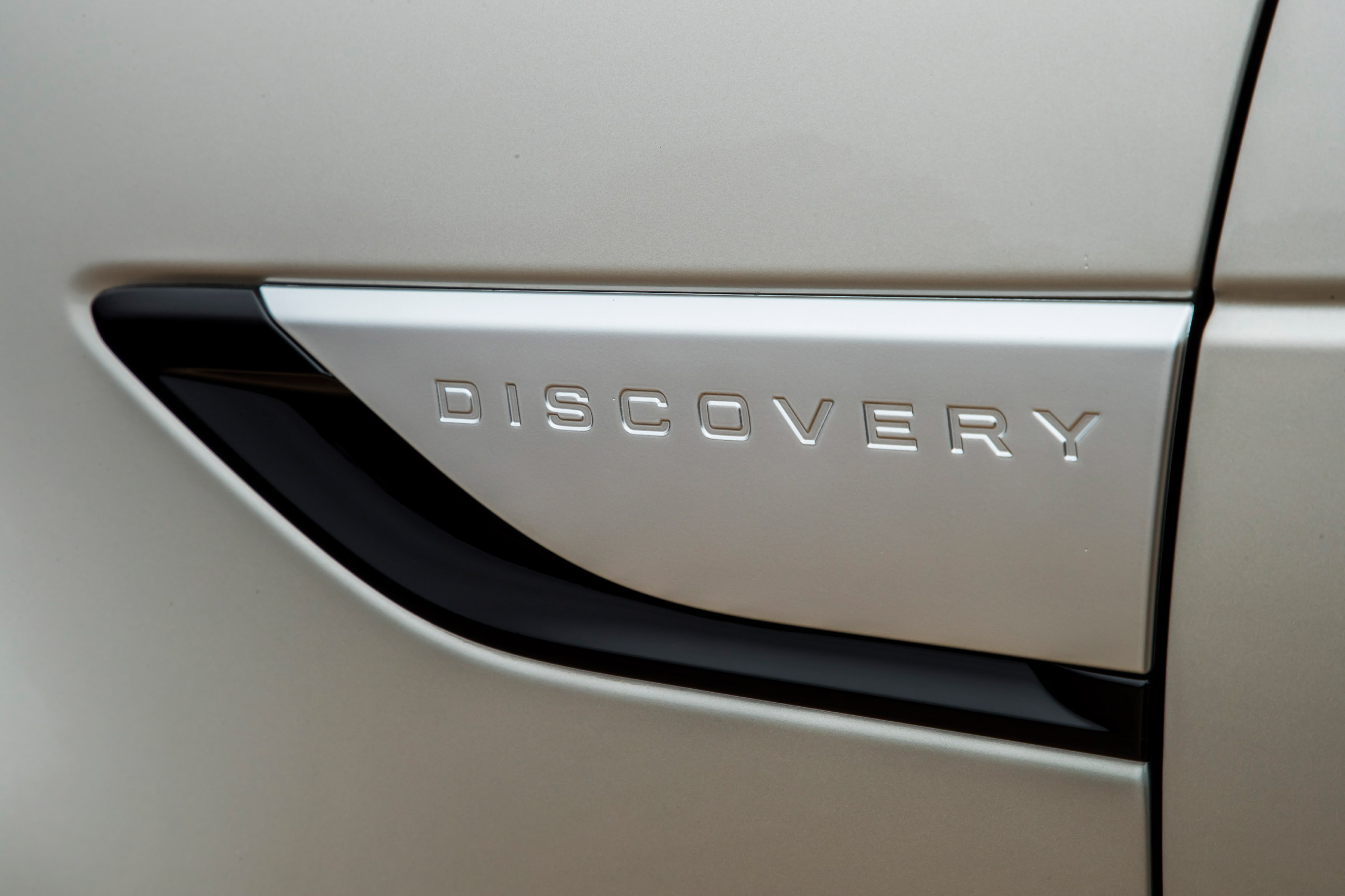 2017 Land Rover Discovery Exterior View Side Emblem (Photo 2 of 17)