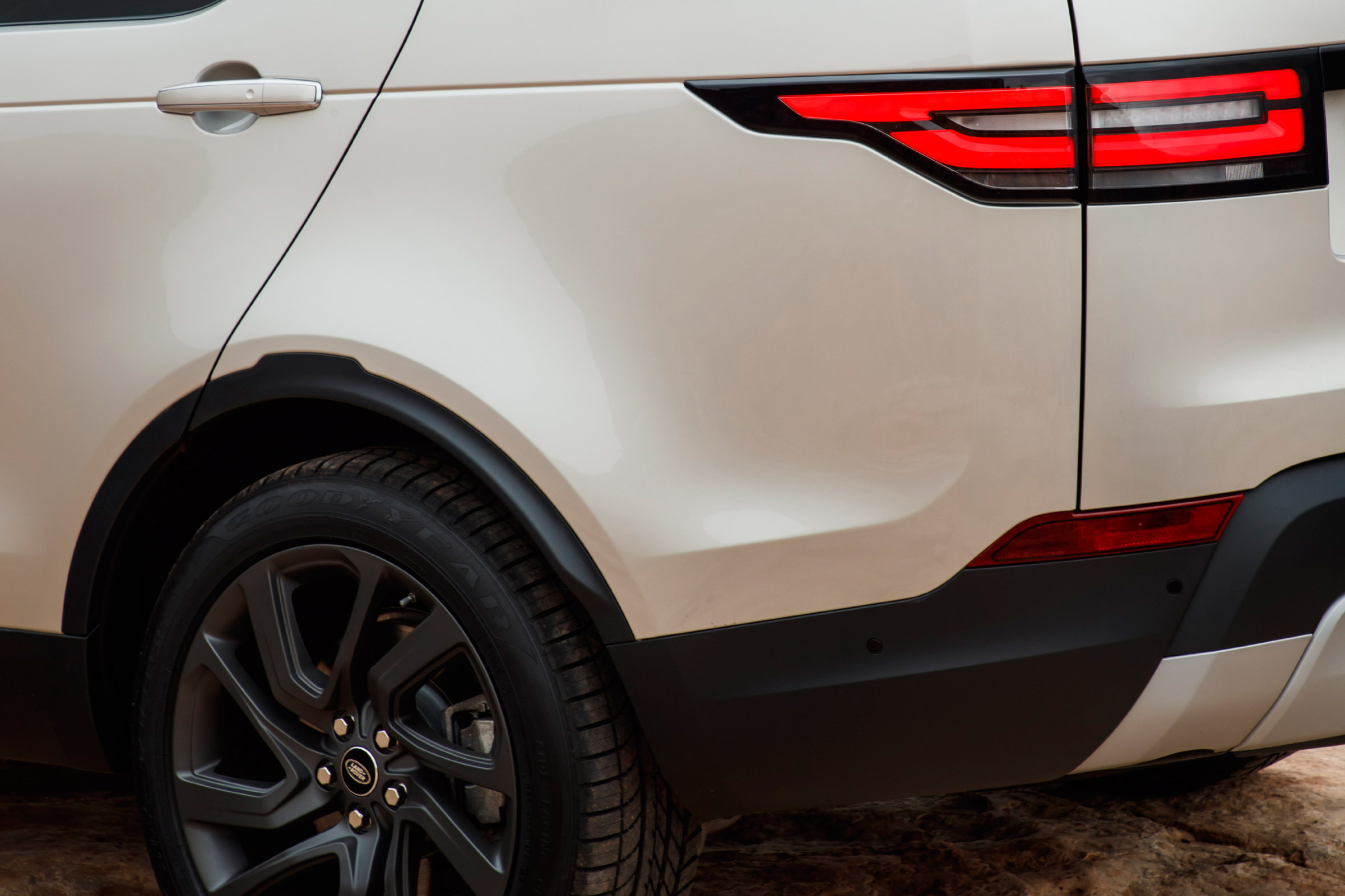 2017 Land Rover Discovery Exterior View Taillight (View 16 of 17)