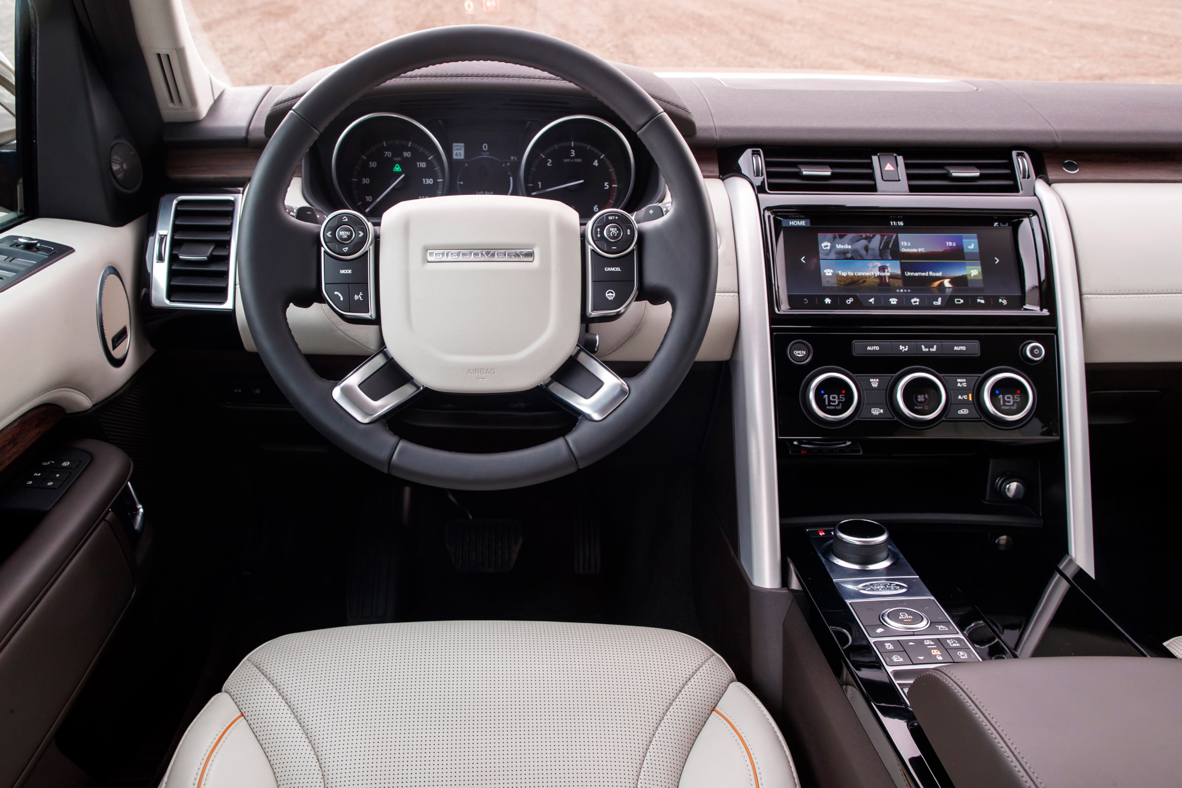 2017 Land Rover Discovery Interior Cockpit Steering And Dash (Photo 5 of 17)