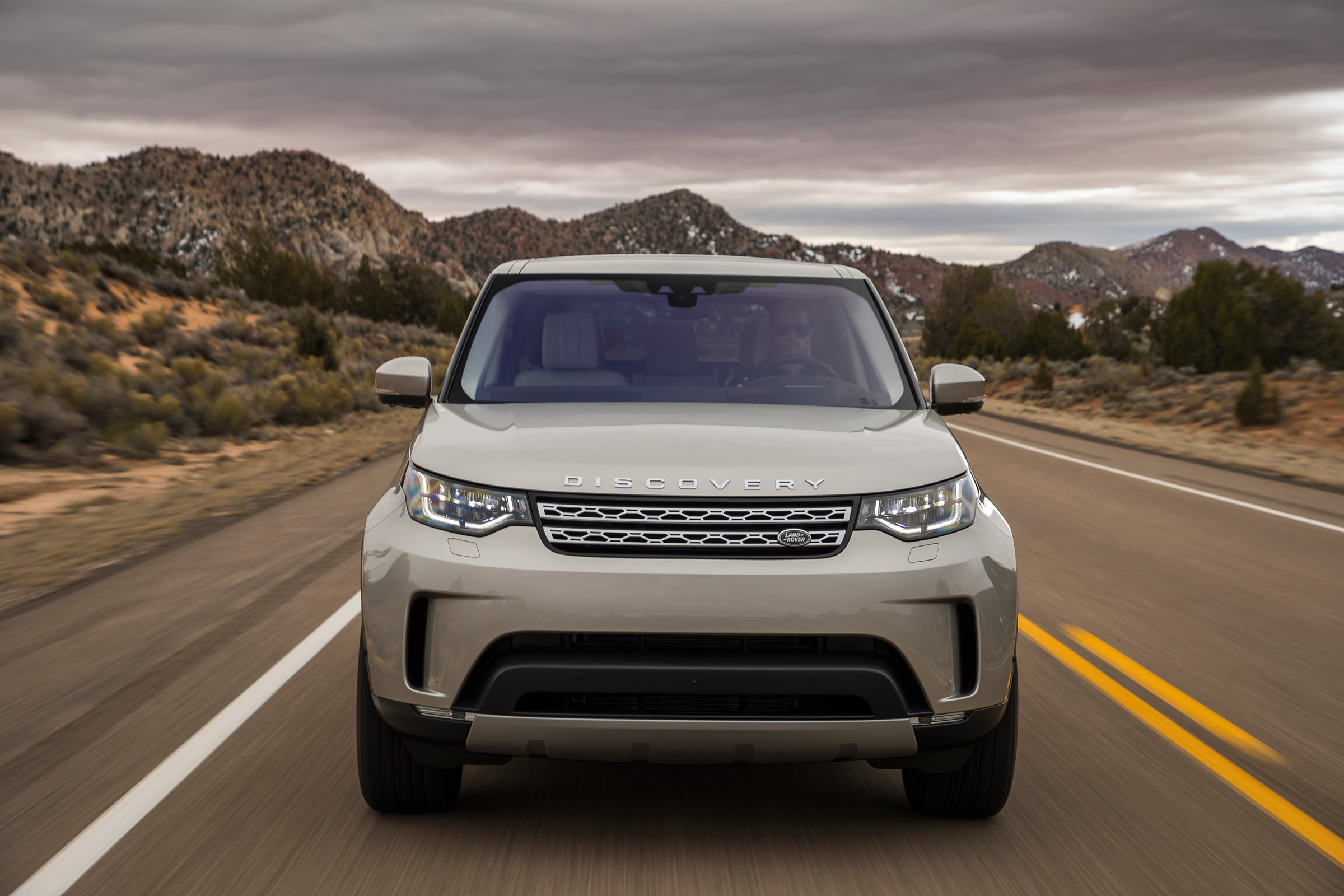 2017 Land Rover Discovery Test Drive Front View (Photo 13 of 17)