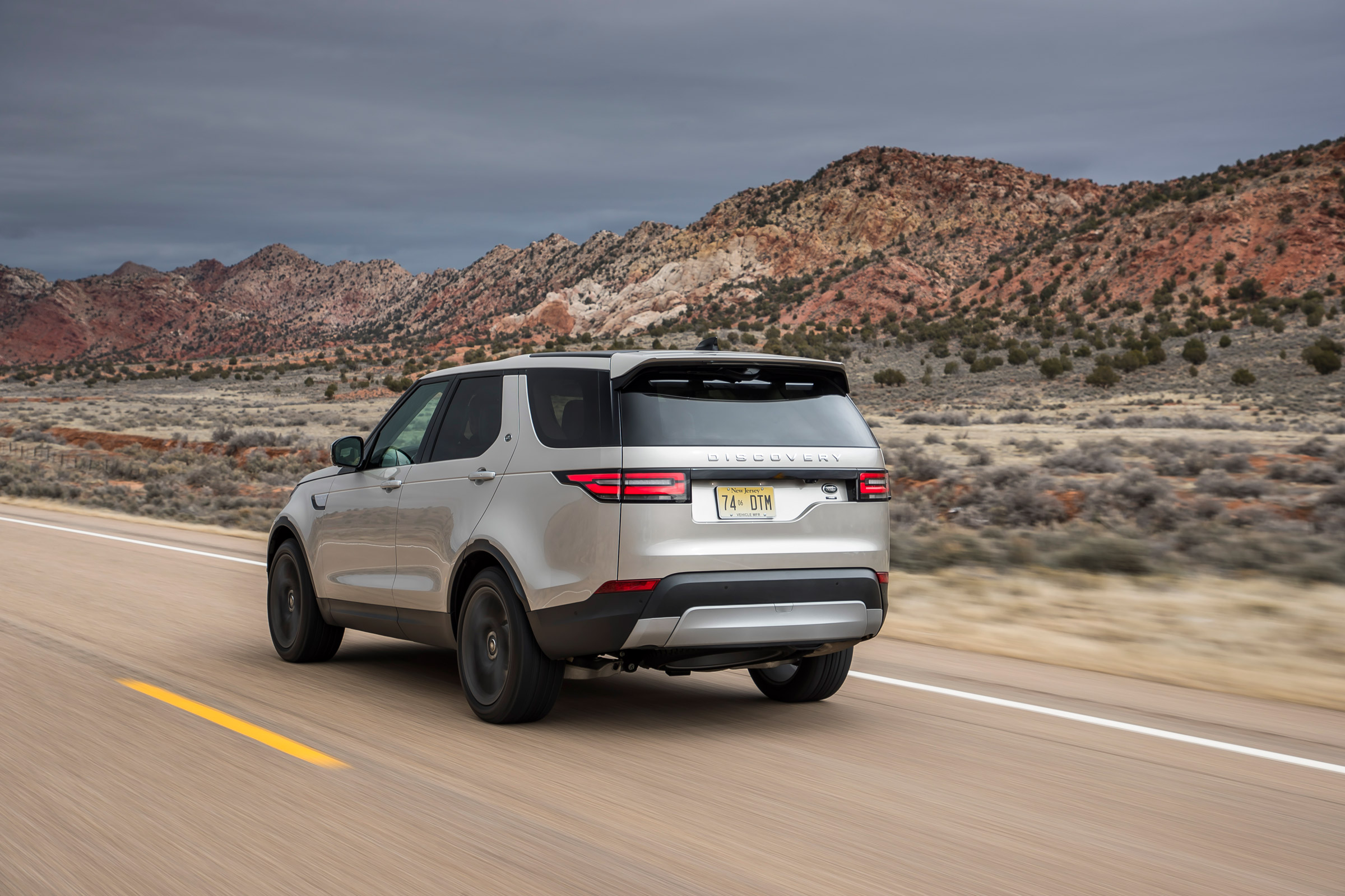 2017 Land Rover Discovery Test Drive Rear And Side View (Photo 14 of 17)