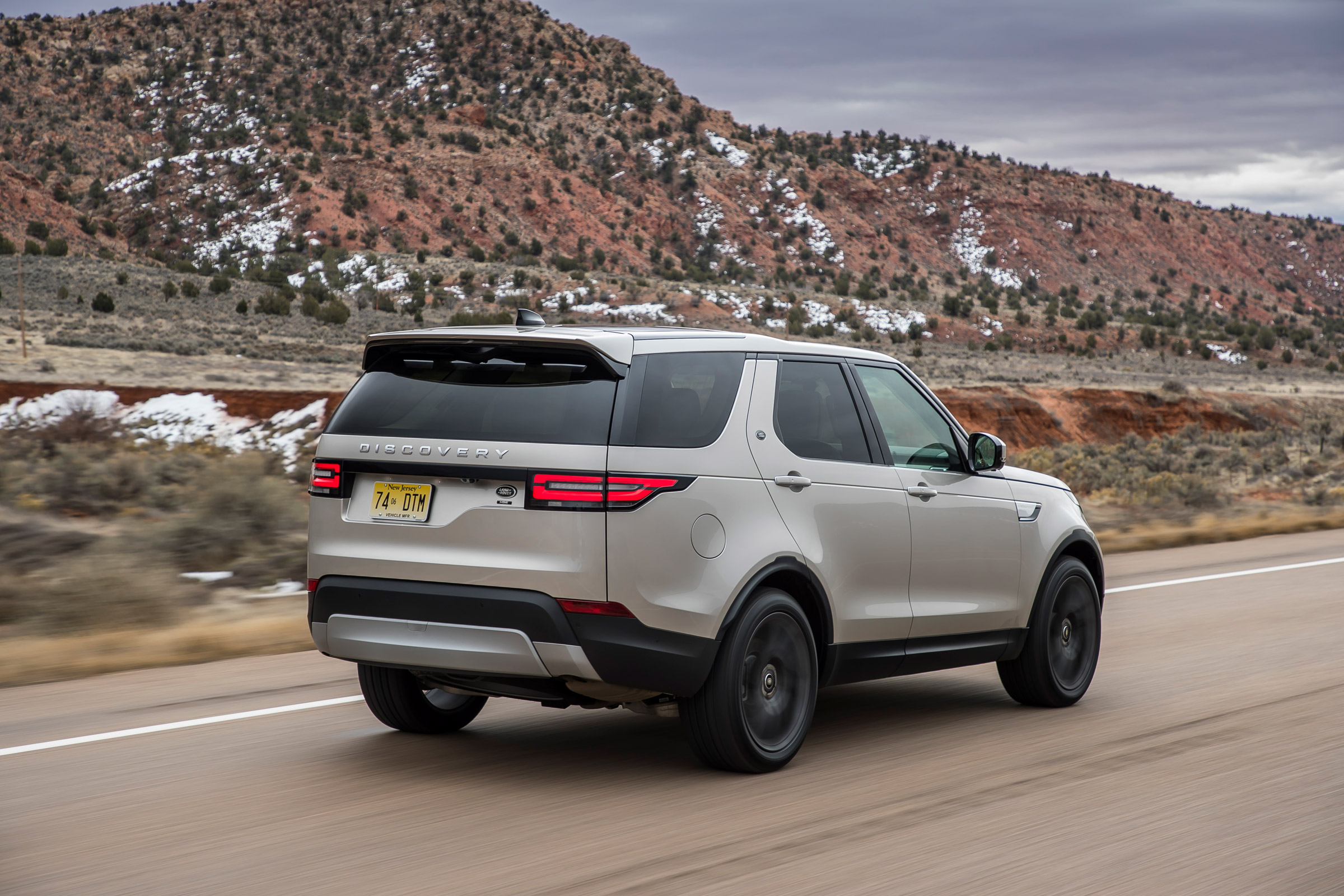 2017 Land Rover Discovery Test Drive Side And Rear View (Photo 15 of 17)
