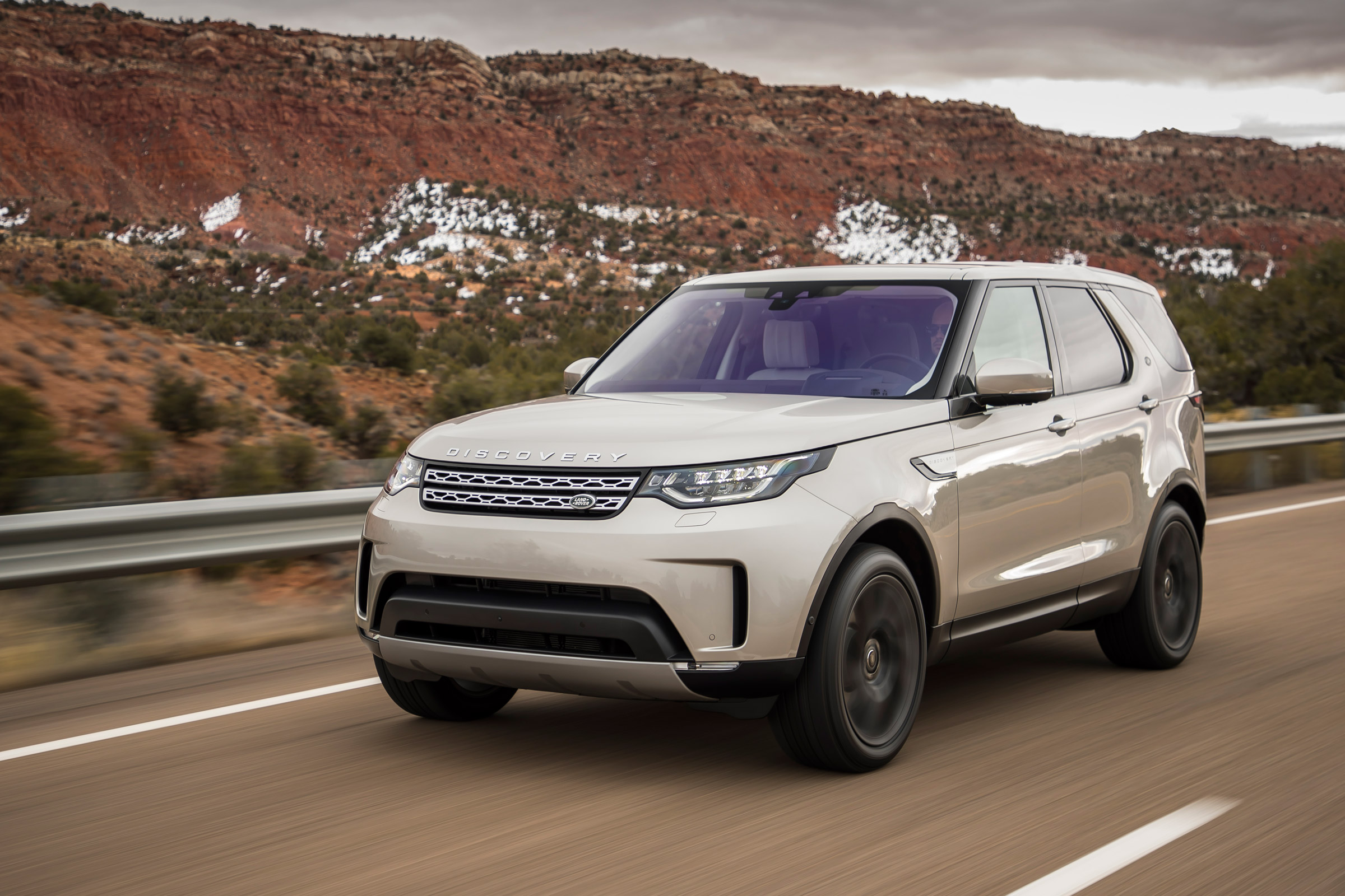2017 Land Rover Discovery (Photo 1 of 17)