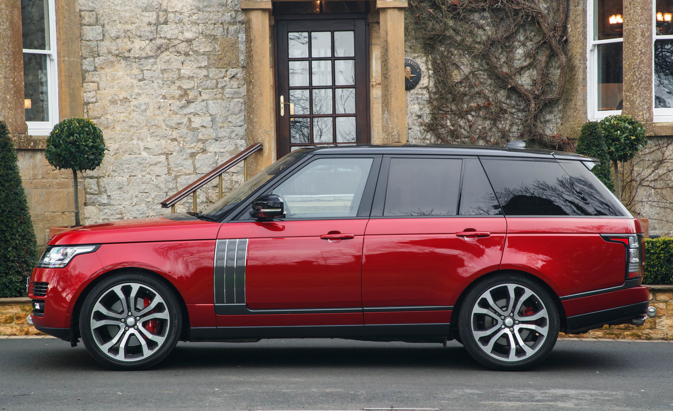 2017 Land Rover Range Rover SVAutobiography Dynamic Red Exterior Side View (Photo 10 of 24)
