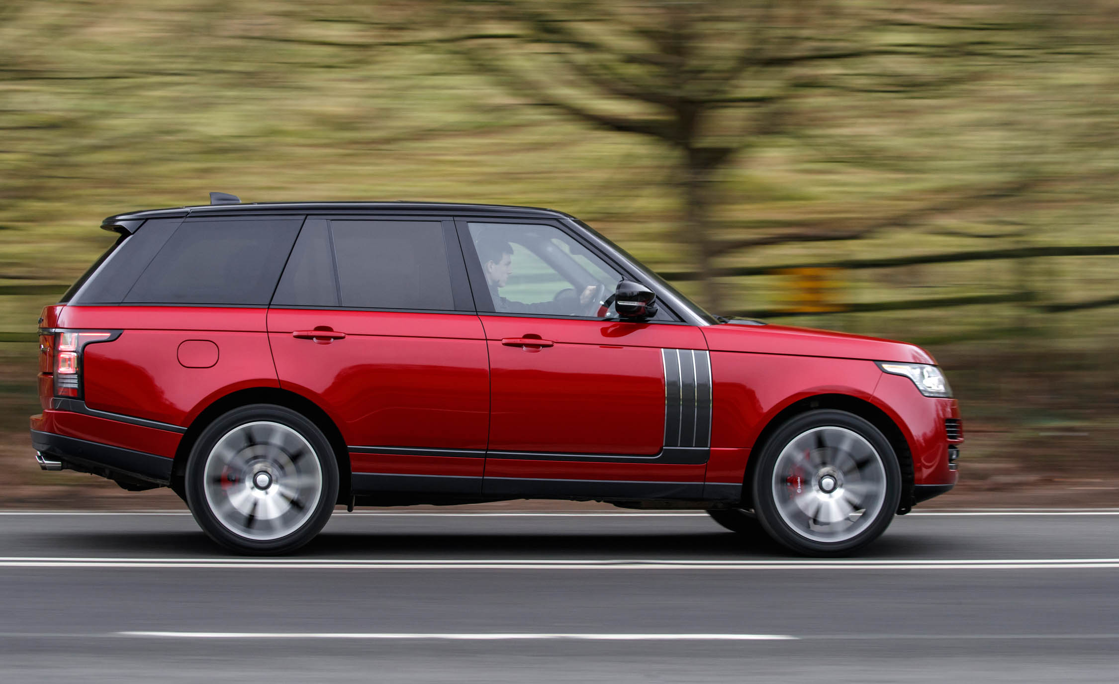 2017 Land Rover Range Rover SVAutobiography Dynamic Test Drive Side View (Photo 22 of 24)